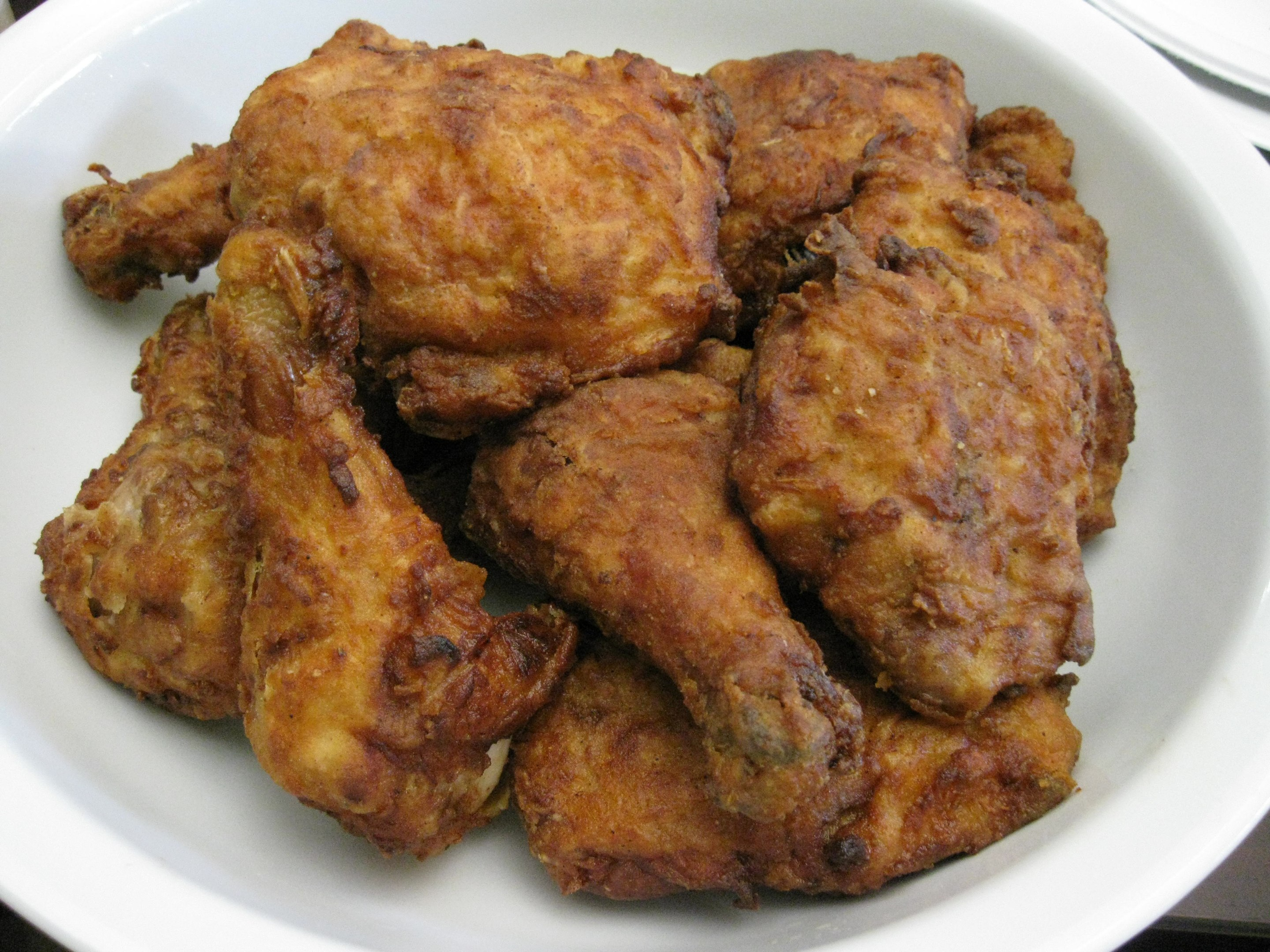 File:Fried chicken - Arnold Gatilao.jpg - Wikimedia Commons