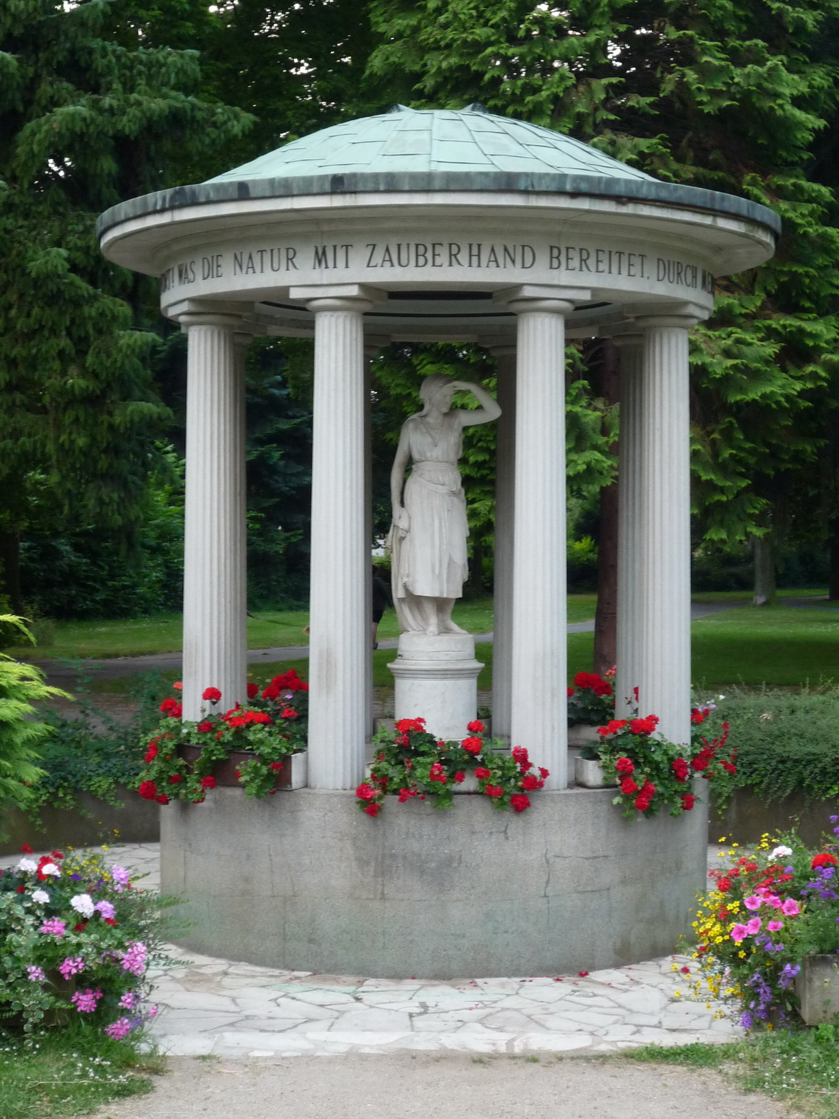 Friedrich Karl Sprudel Brunnentempel im Kurpark