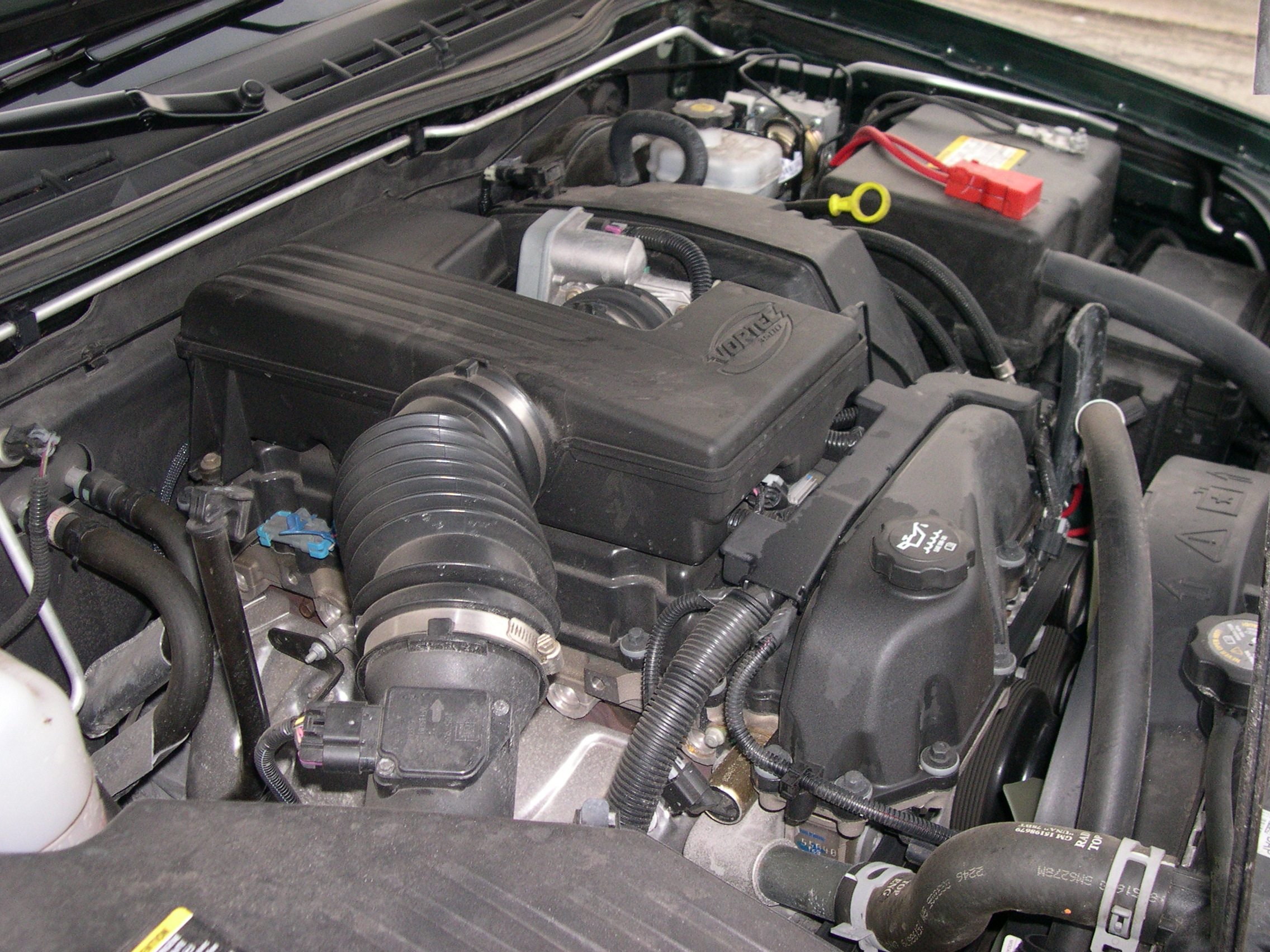 GMC_Canyon_Vortec_3500_engine file gmc canyon vortec 3500 engine jpg wikimedia commons