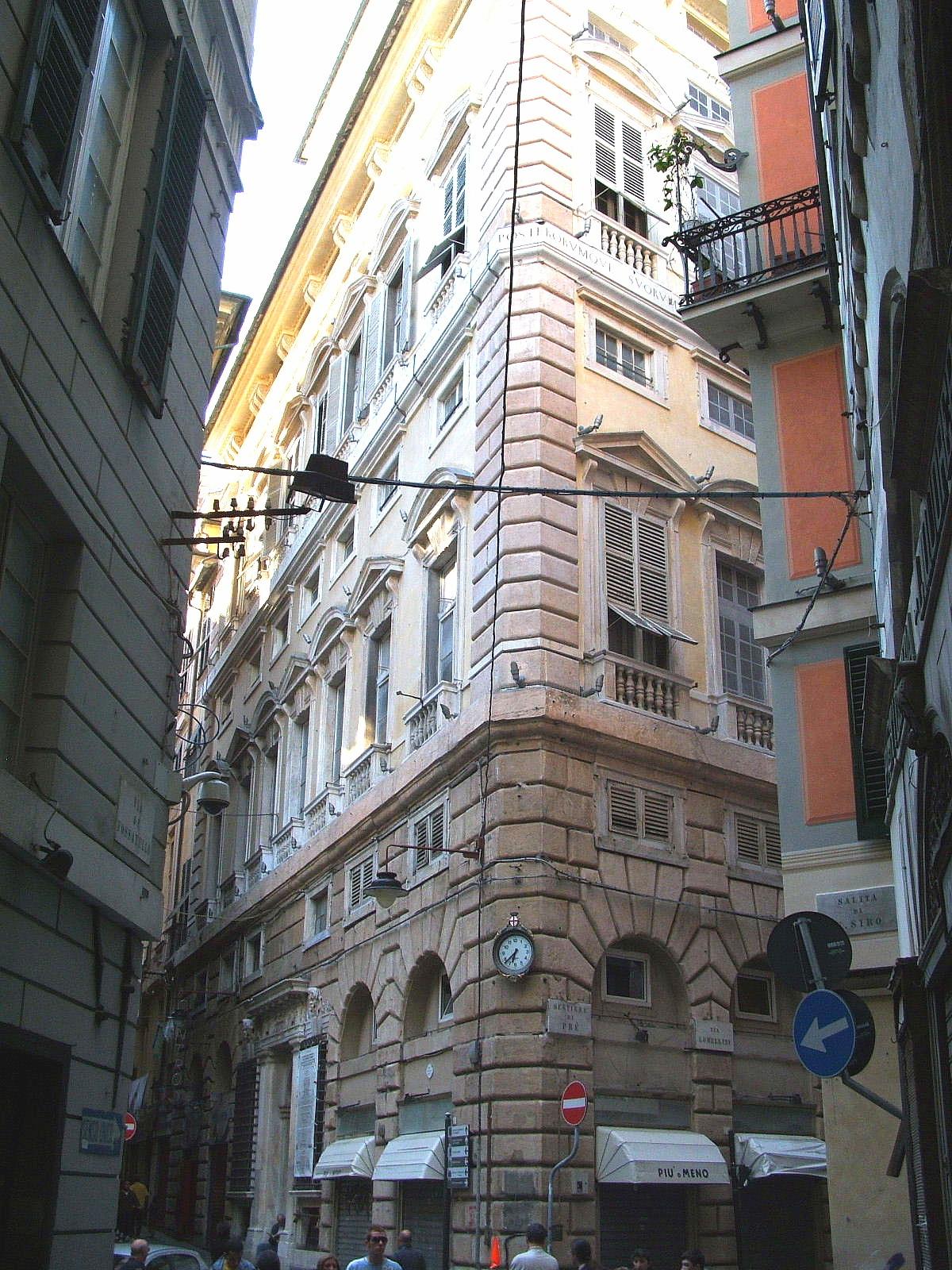 Description Genova-Centro storico-Piazza Fossatello-DSCF7490.JPG