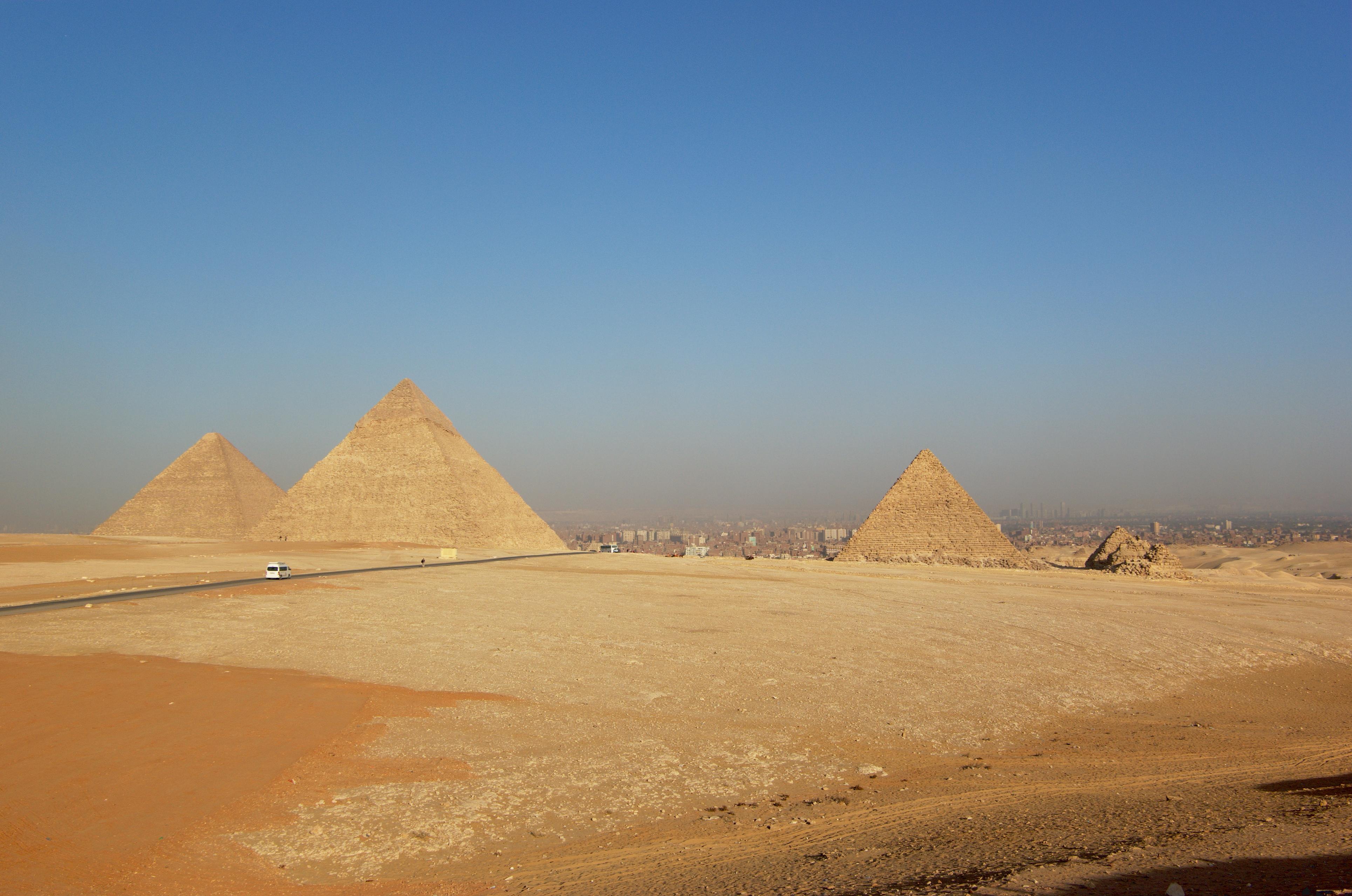 Great Sphinx, Chephren Pyramid, Giza, Egypt  № 2245245 загрузить