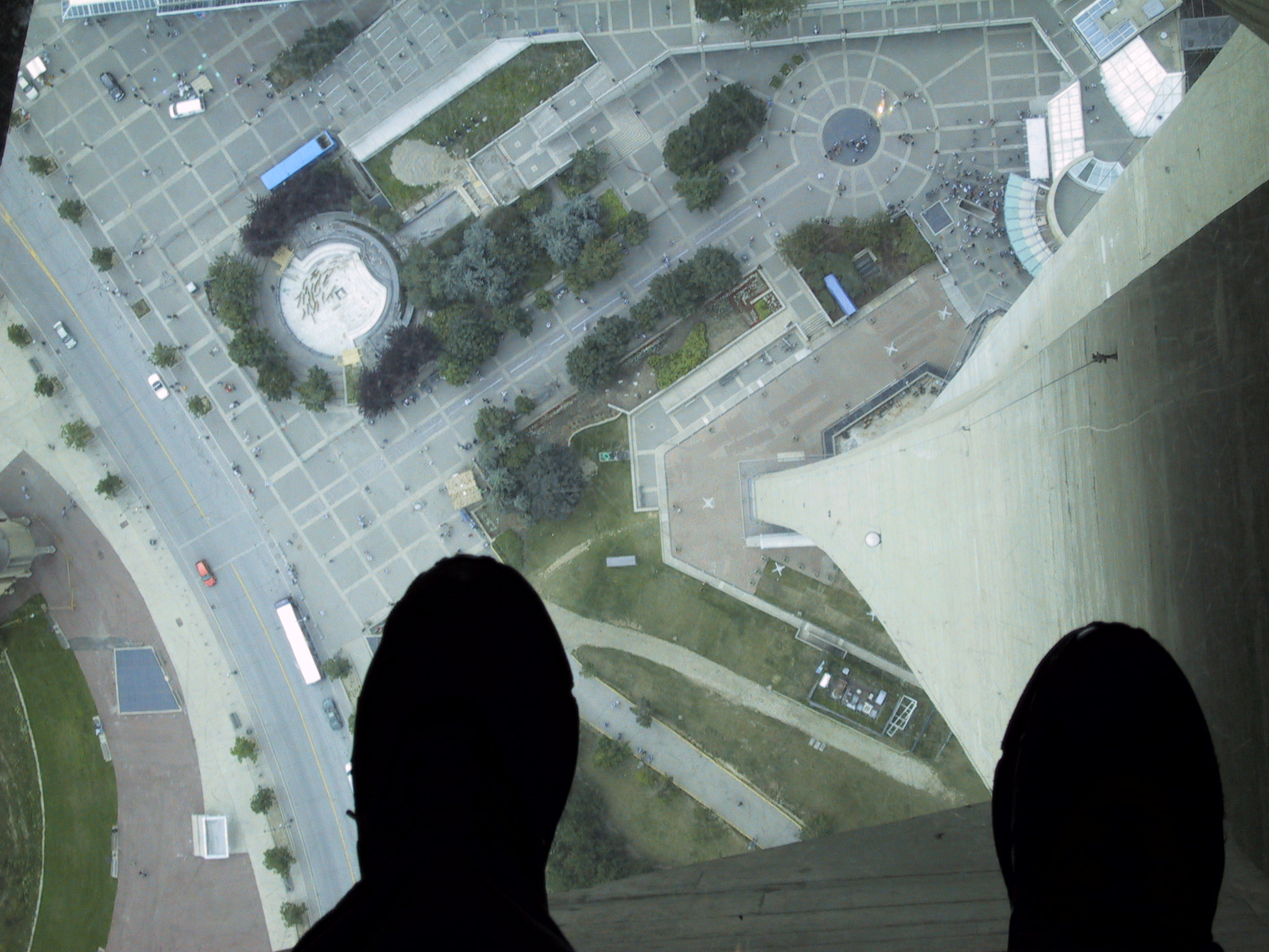 Description Glass Floor Of The CN Tower JPG