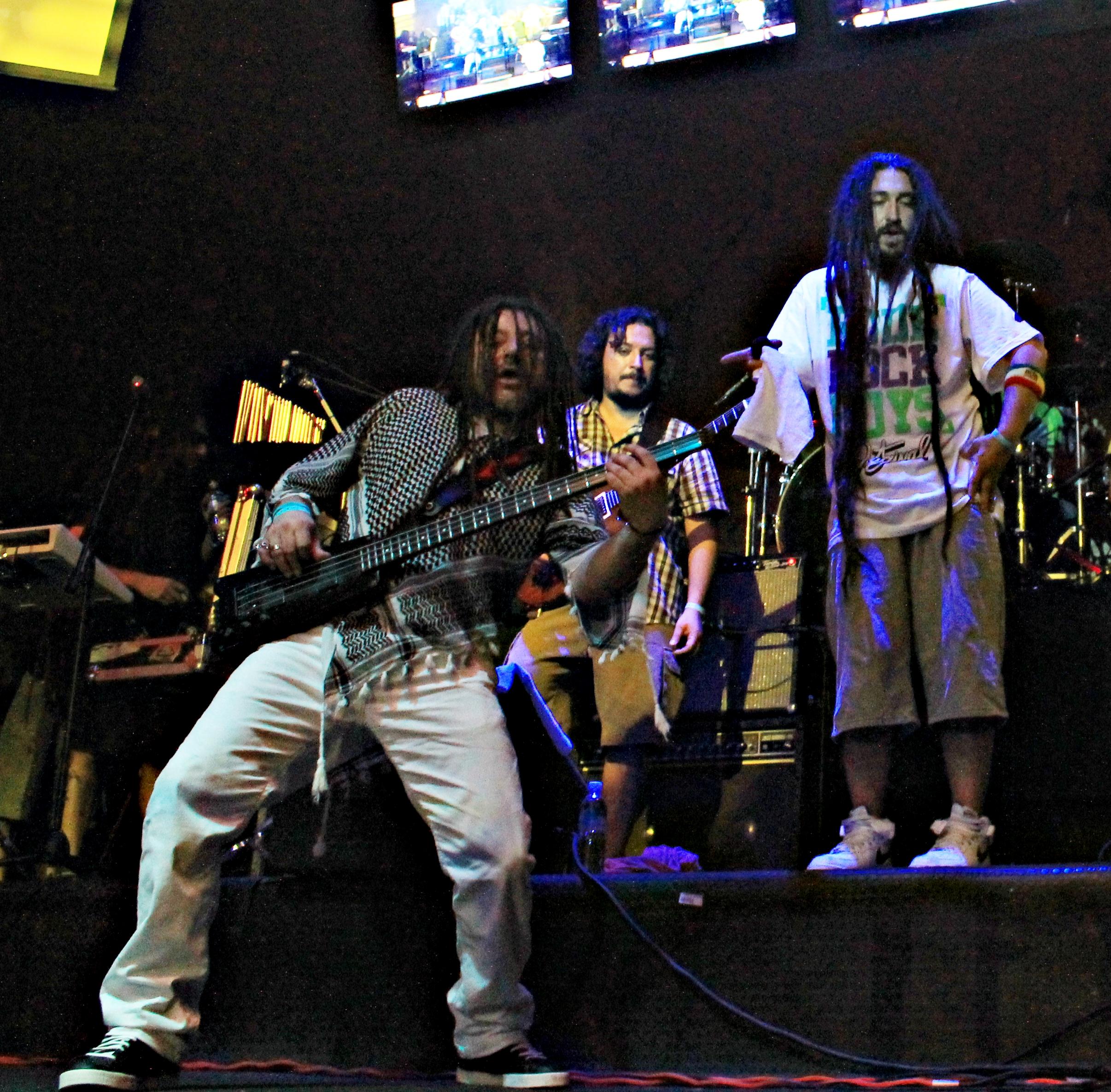 integrantes de Gondwana en concierto