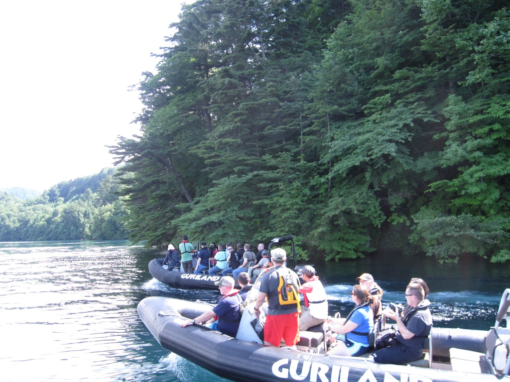 複合艇による遊覧ツアー