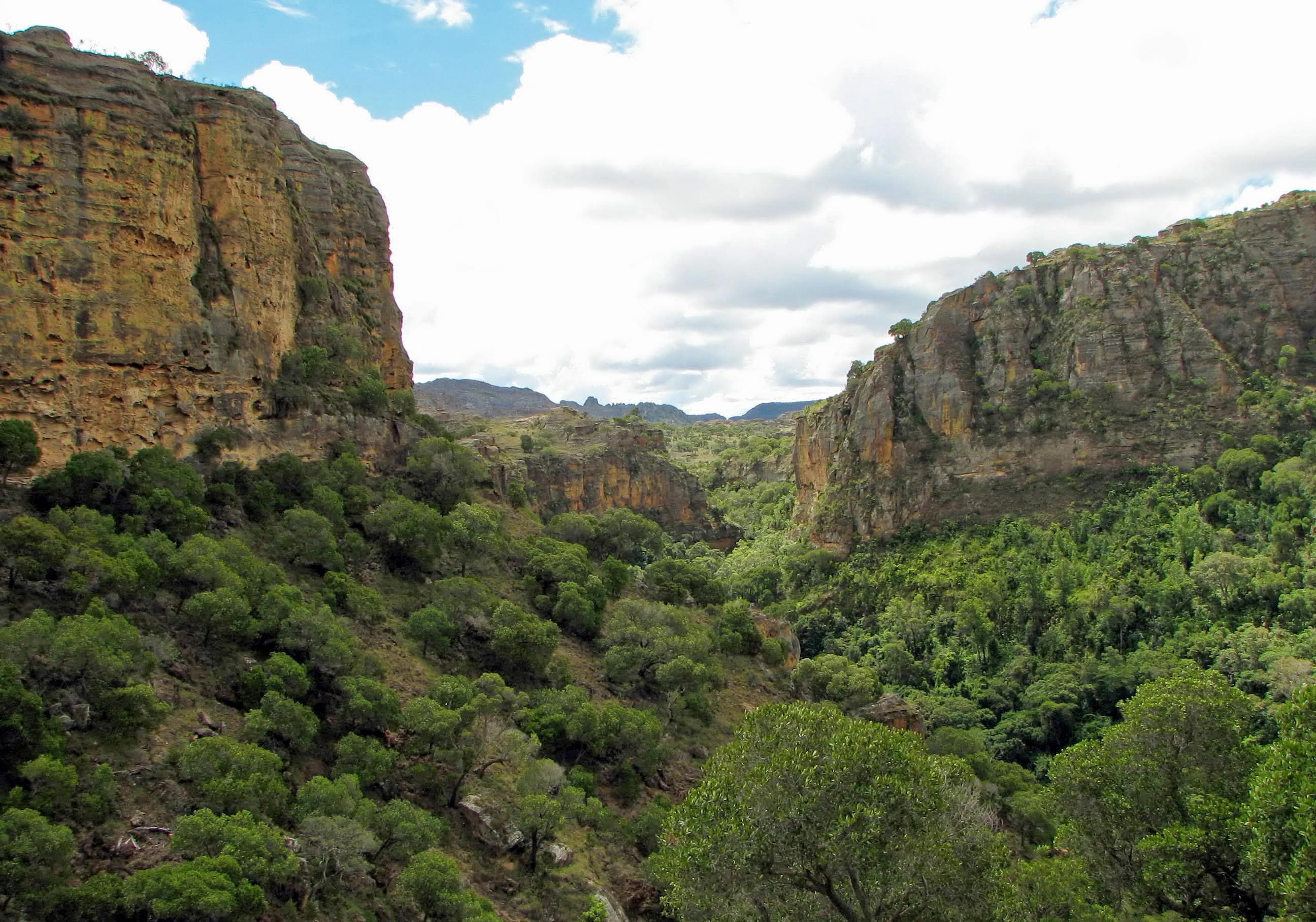 File:Isalo National Park 06.jpg - Wikimedia Commons