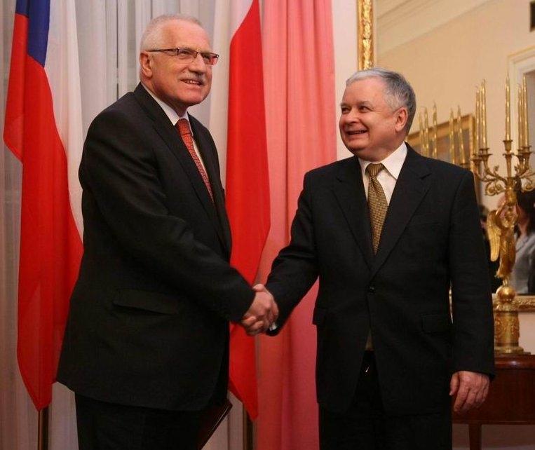 http://upload.wikimedia.org/wikipedia/commons/e/e9/Kaczynski_and_Klaus_(Jan_2007).jpg