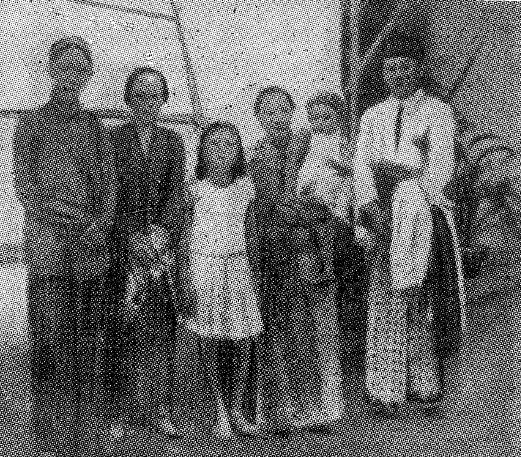 Berkas:Ki Hadjar Dewantara, with Sukarno (page 100).jpg