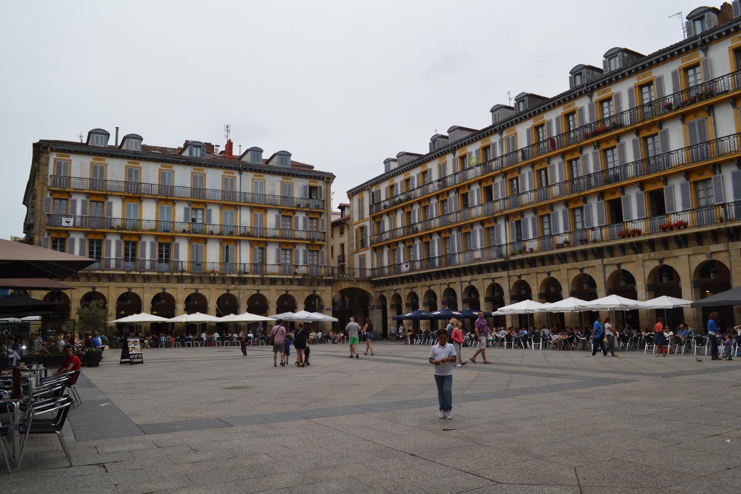 Konstituzio plaza - Donostia-San Sebastian (01).jpg