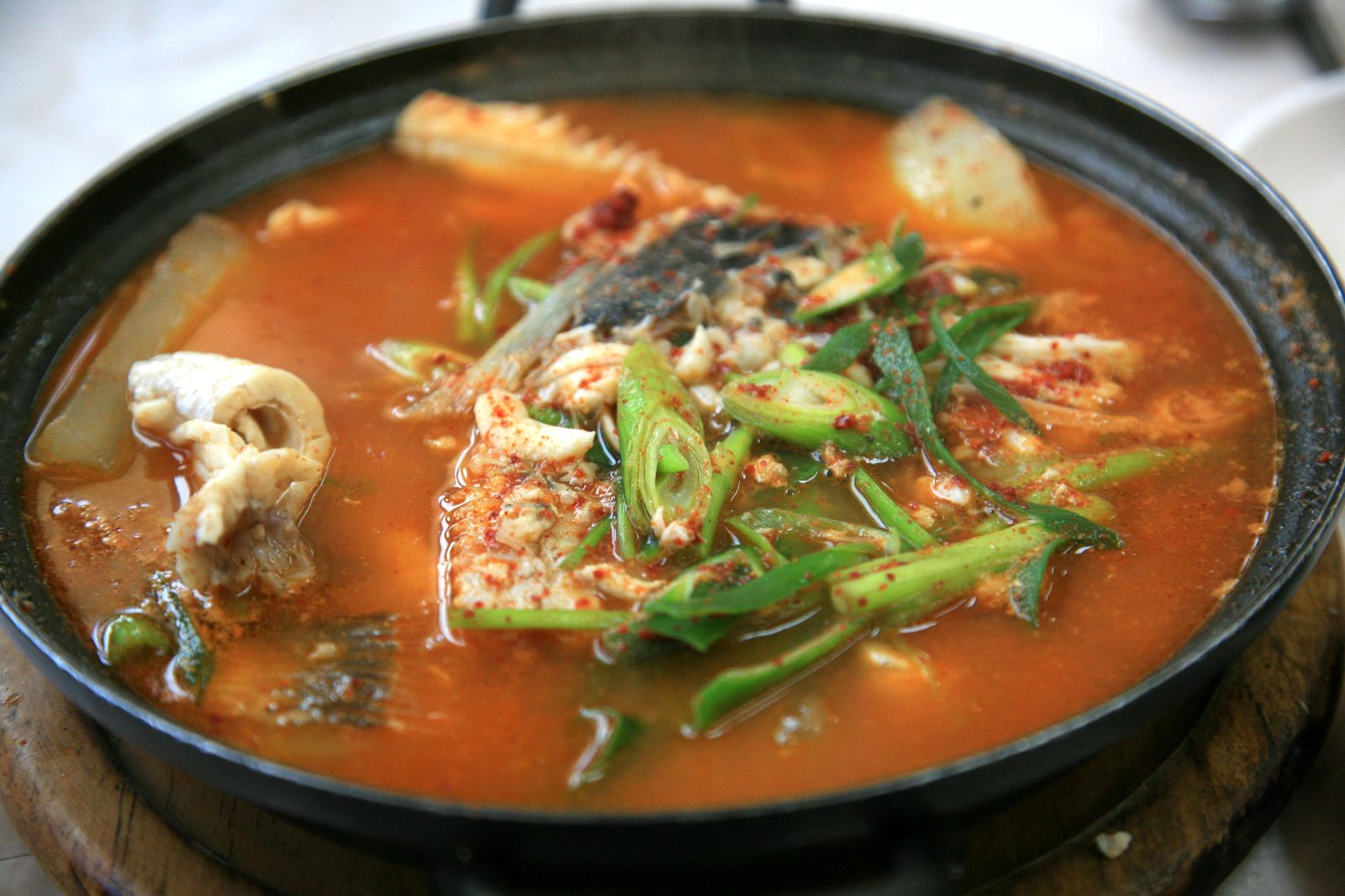 ... Namhae-Mijo Port-Maeuntang-Spicy fish soup-01.jpg - Wikimedia Commons