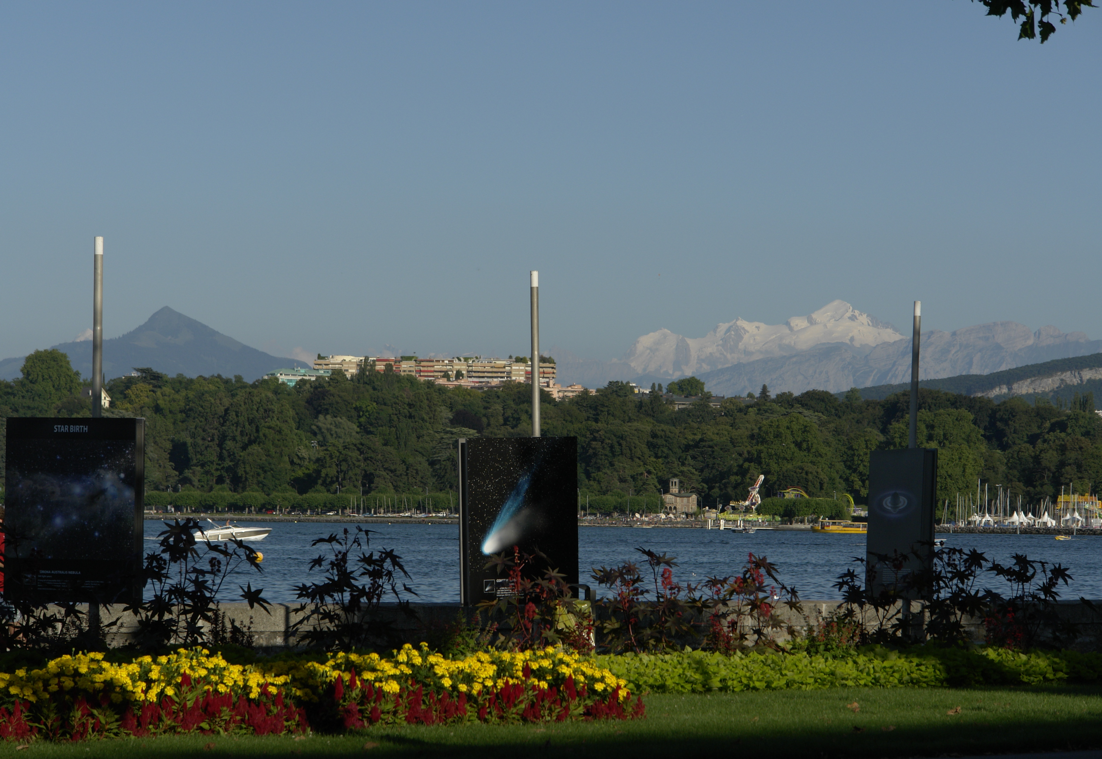 Lakefront in Geneva with Mont-Blanc.jpg