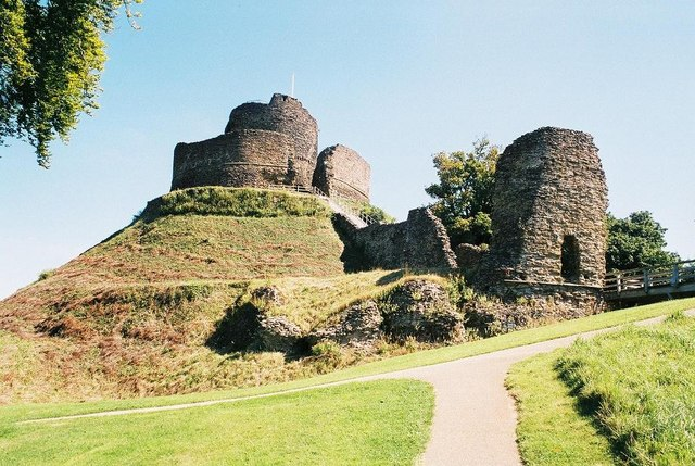 Launceston - the castle - geograph.org.uk - 571477