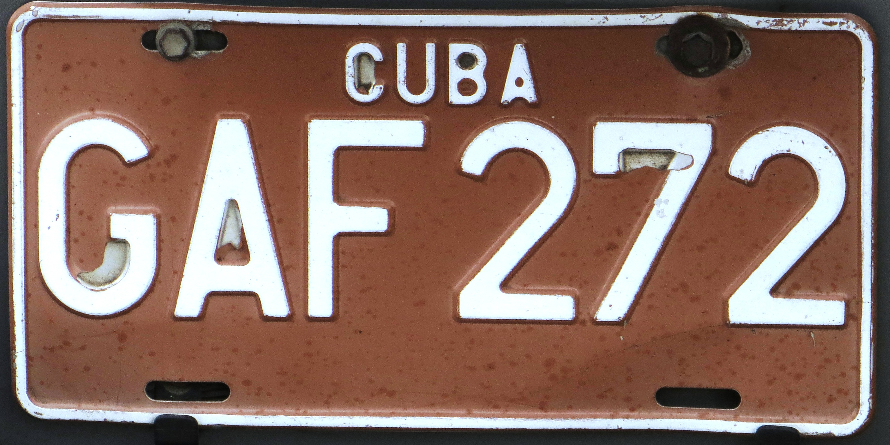 File:License plate of Cuba 2002 joint venture company Granma GAF 272.jpg