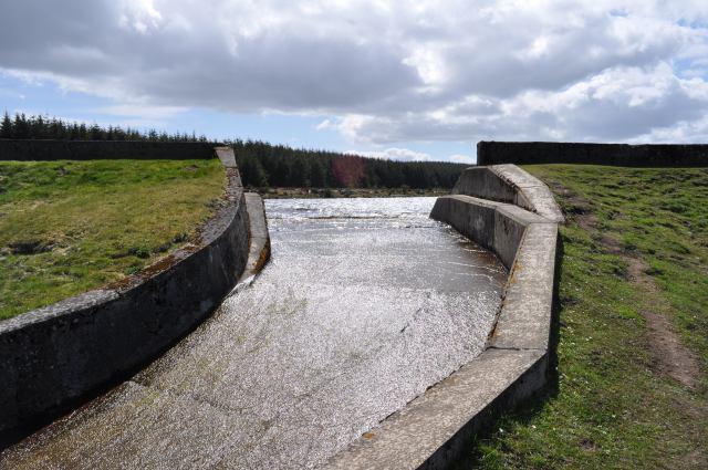Loch Glow Dam Spillway - geograph.org.uk - 1880946