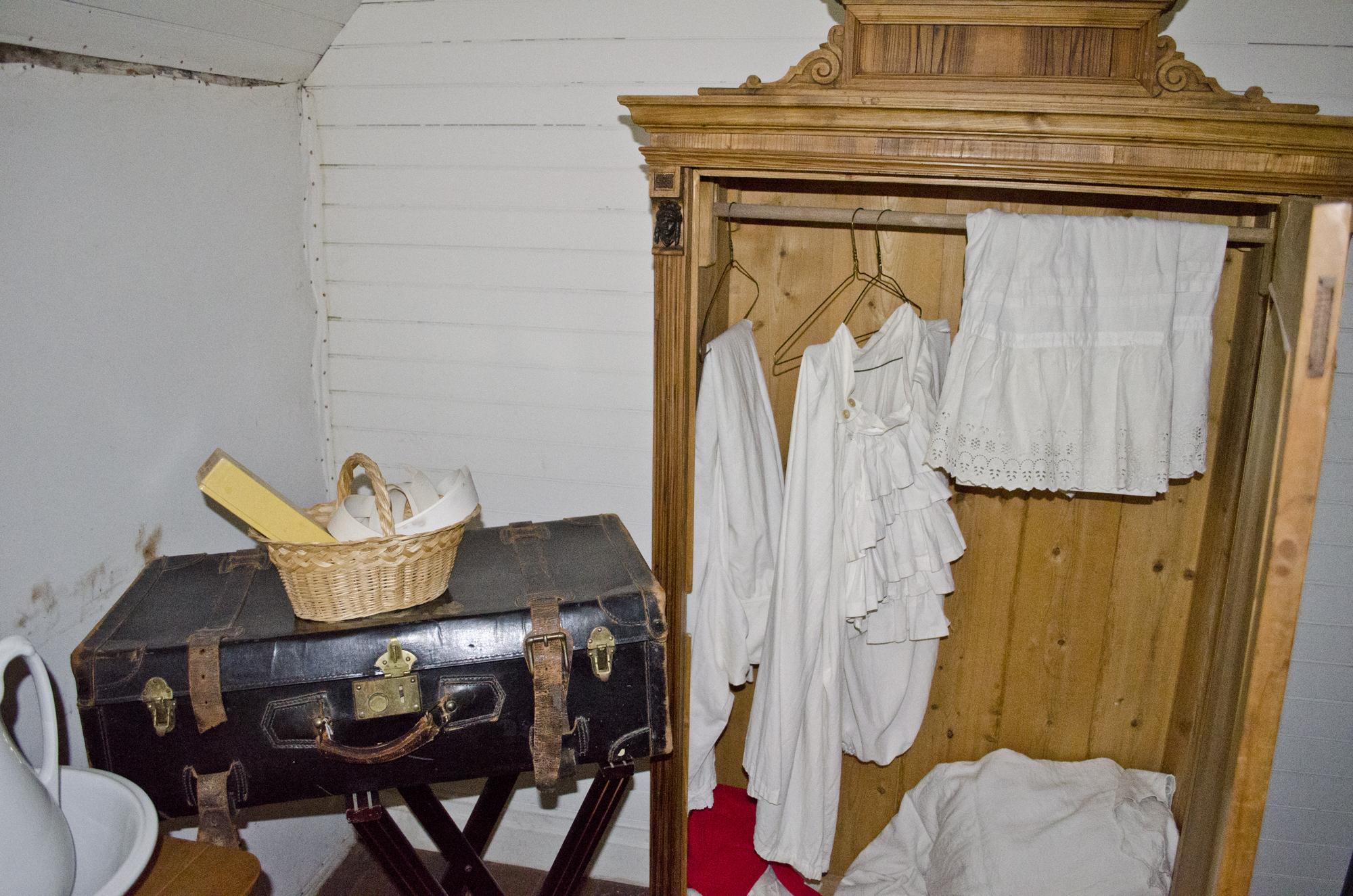File:Looking NNE at wardrobe in parents bedroom  second floor  Tinsley Living Farm  Museum of - Bedroom Door Size
