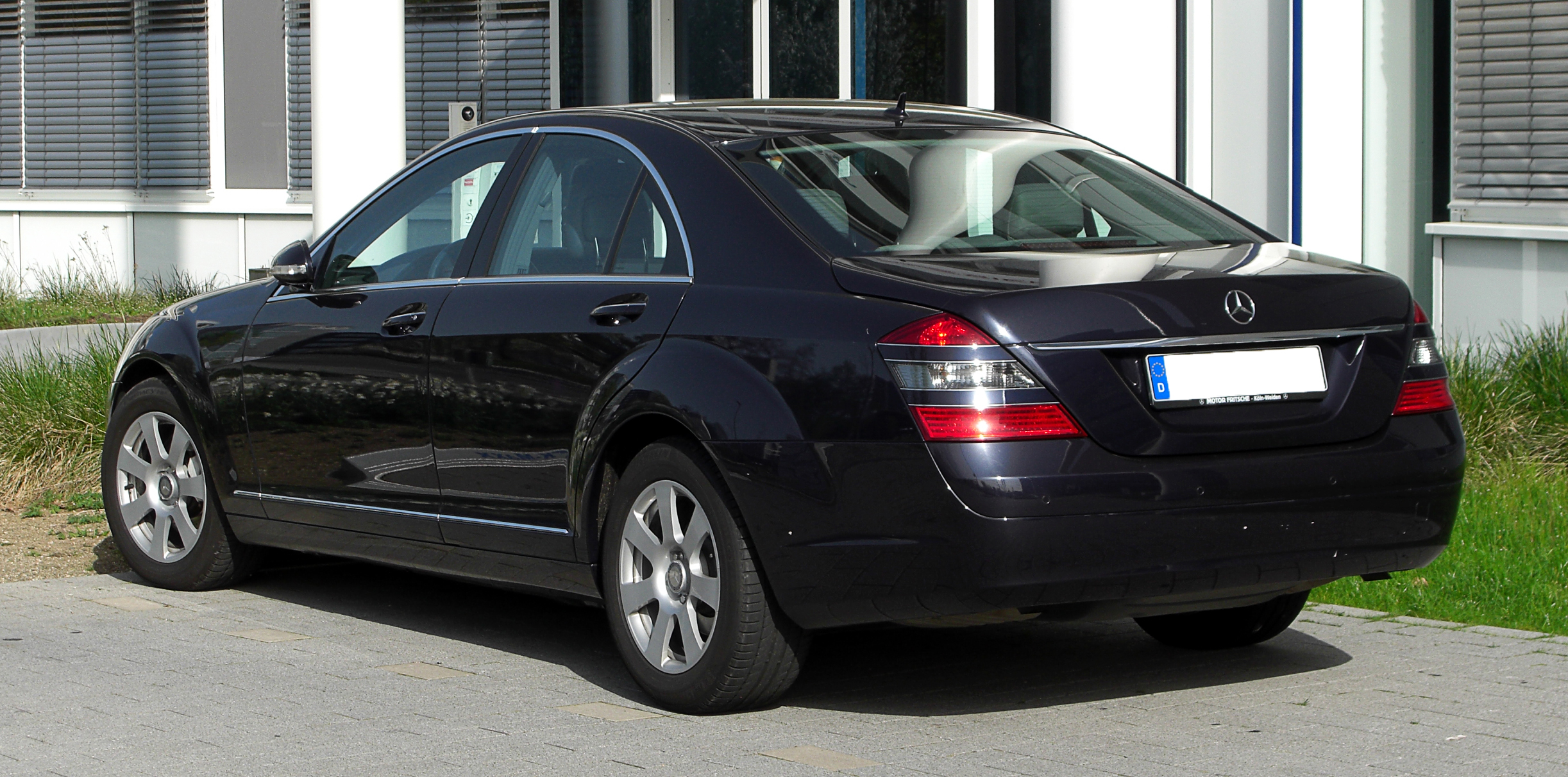 File:Mercedes-Benz S-Klasse (W 221) – Frontansicht, 10. April 2011 ...