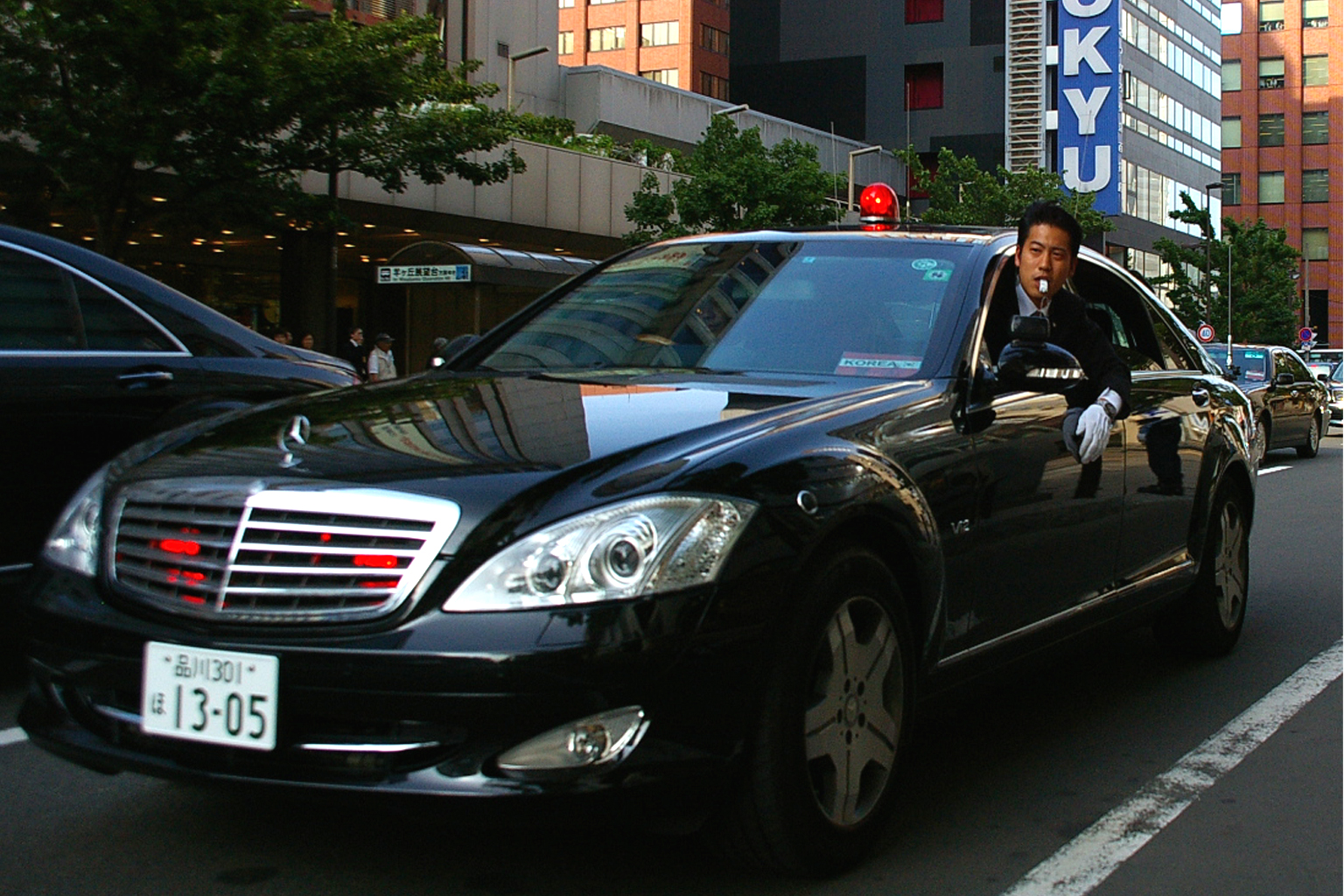 File mercedes benz w221 s600 long security police jpg for Long mercedes benz