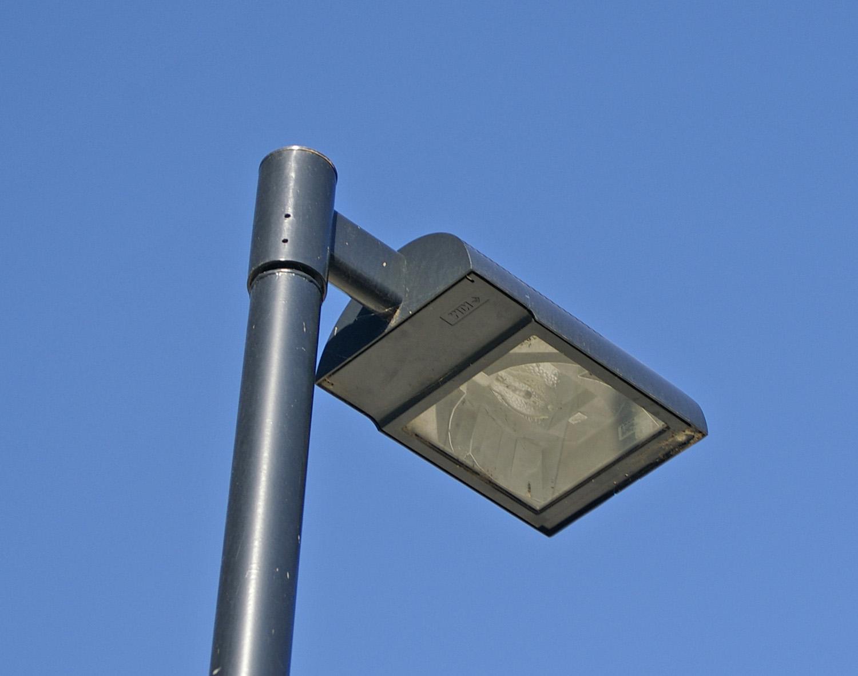 File:Modern street lamp.jpg - Wikimedia Commons for Modern Street Lamps  192sfw