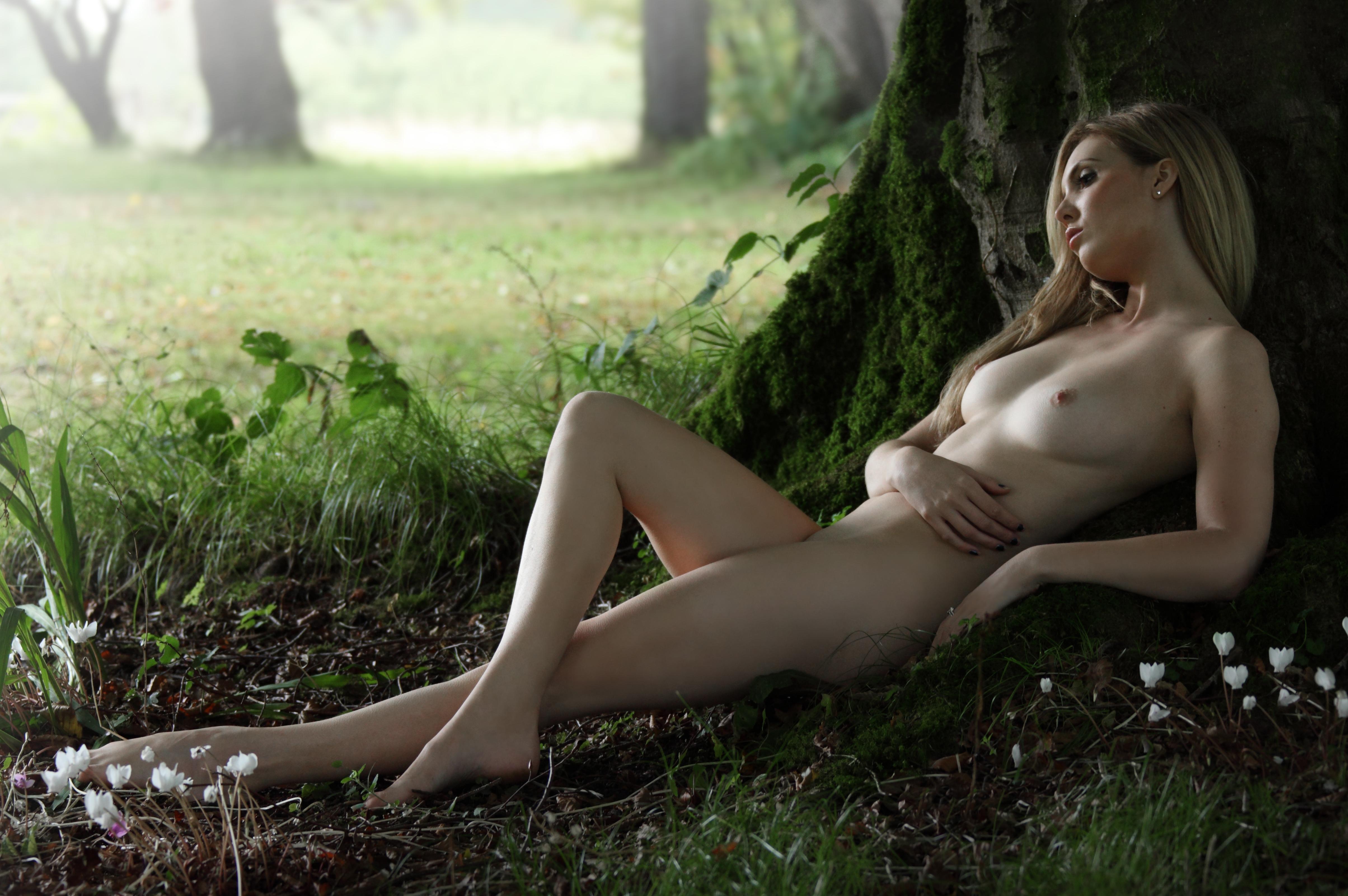nude-women-in-swamps