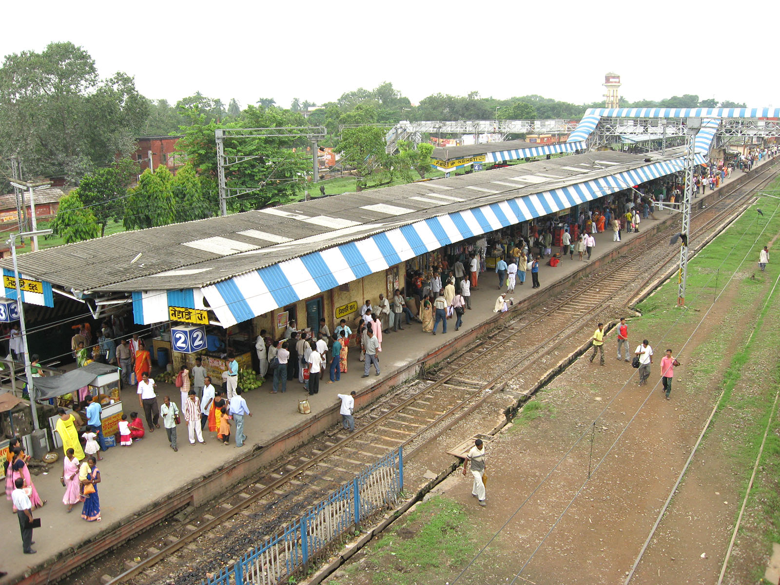 File:Naihati Rail Station by Piyal Kundu.jpg - Wikimedia Commons