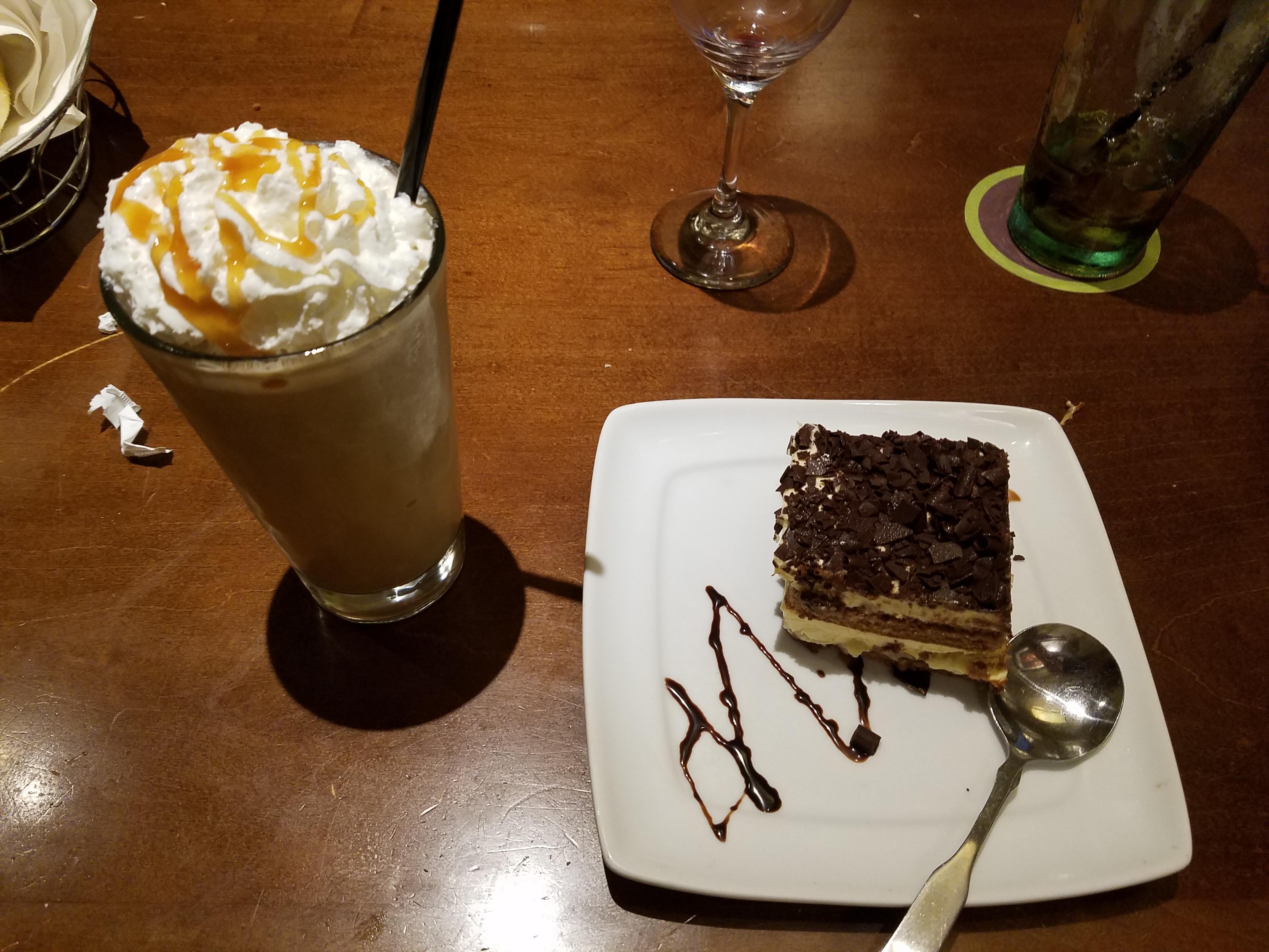 File:Olive Garden dessert (27785757824).jpg - Wikimedia Commons