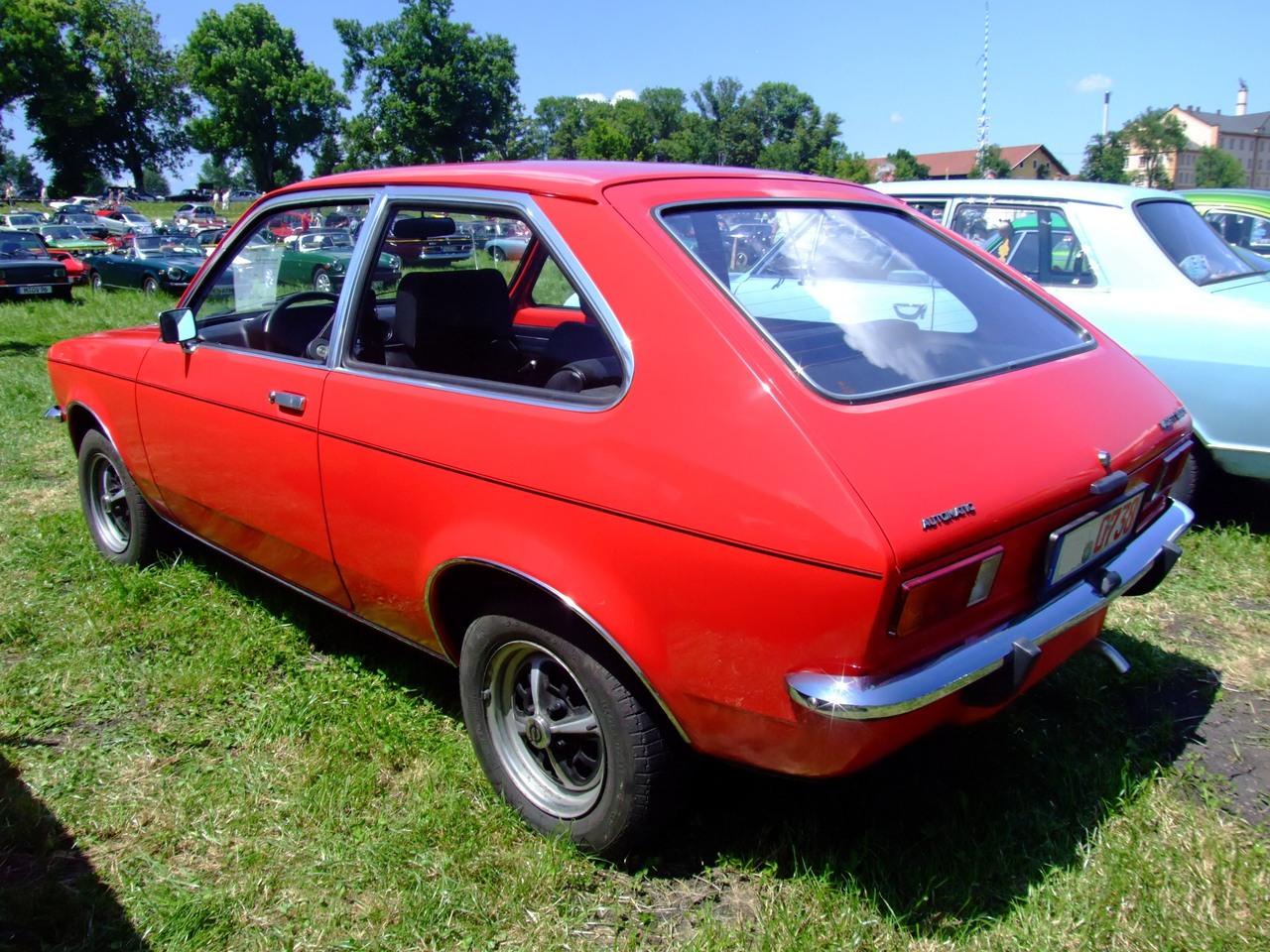 Défi moins de kits en cours : Dodge Charger R/T 68 [Revell 1/25] *** Terminé en pg 8 - Page 9 Opel_Kadett_1200_S_2