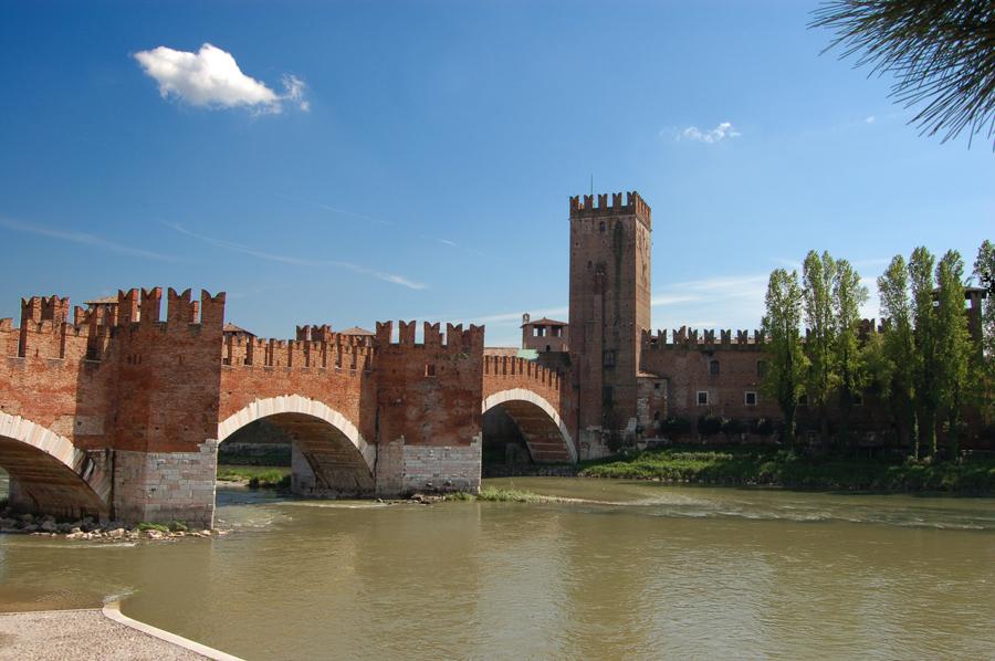Risultati immagini per il castello e il Ponte Scaligero