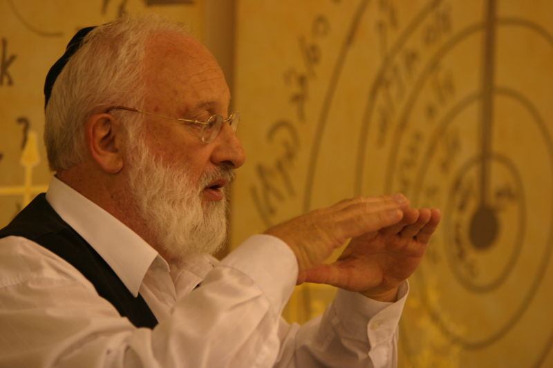 Rav Laitman puts a lecture at the Kabbalah