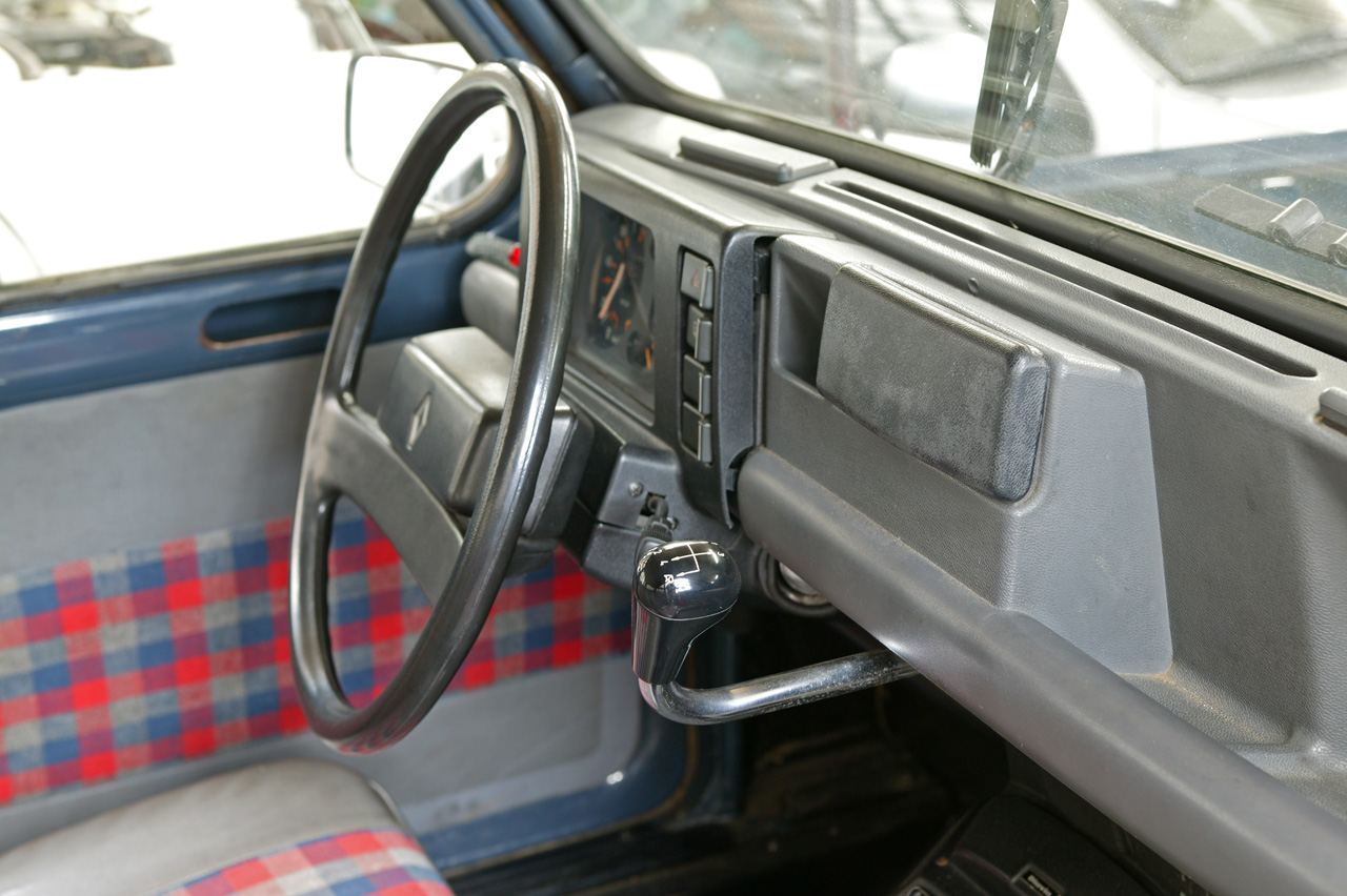 File renault 4 wikimedia commons for Interieur clio 4