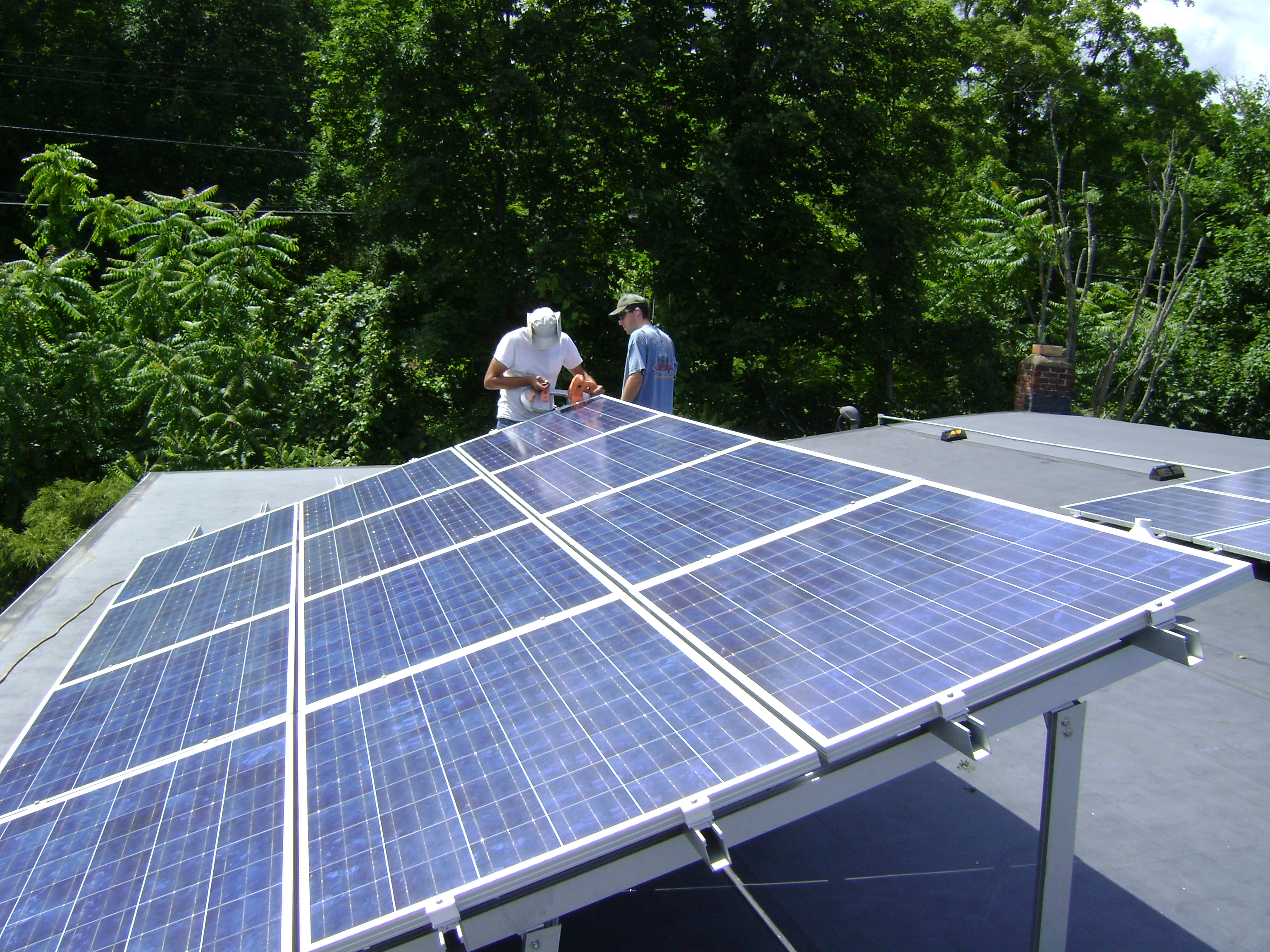 File:Rooftop Photovoltaic Array.jpg - Wikimedia Commons