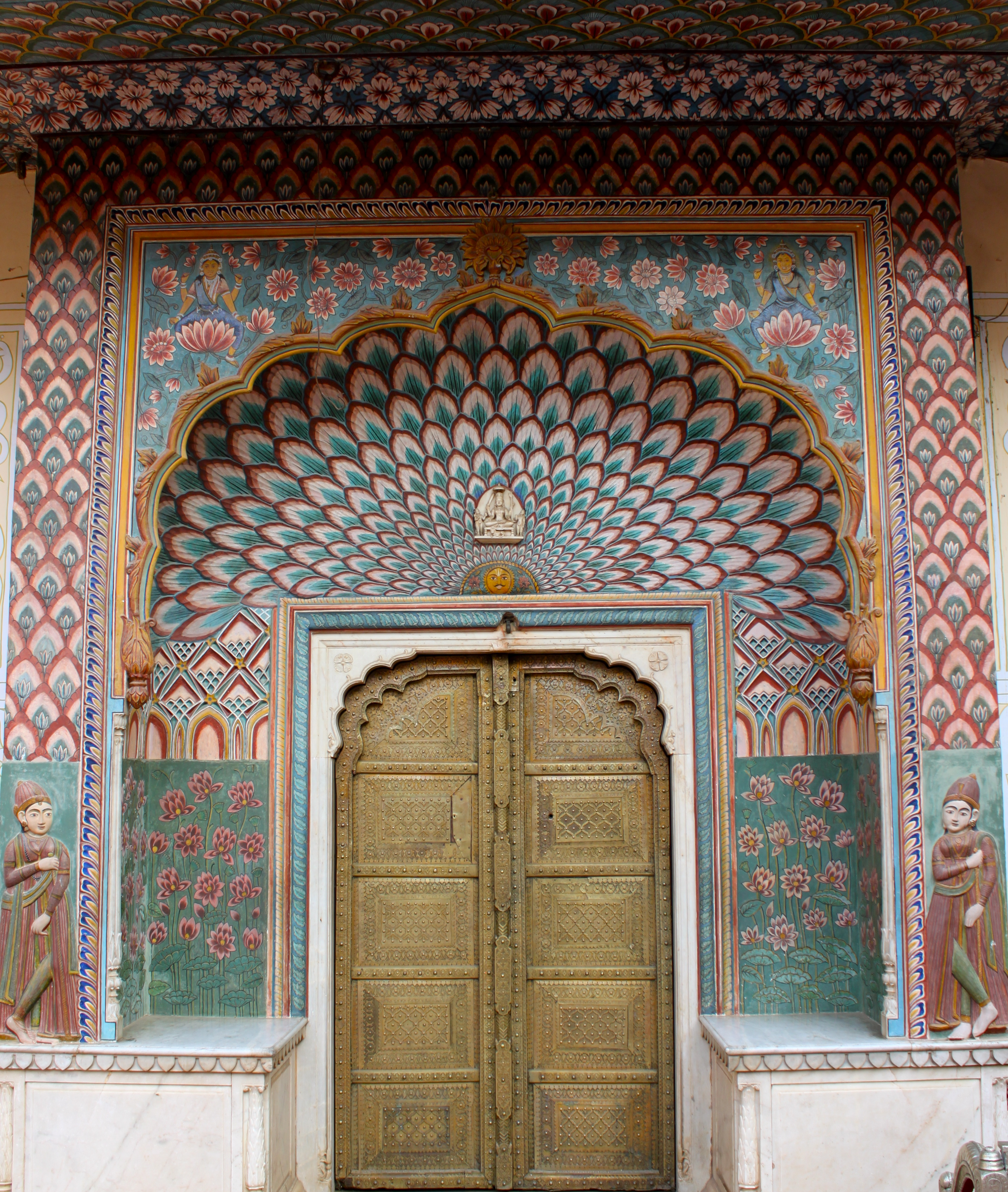 City Of South Gate >> File:SE Gate, Pritam Niwas Chowk, City Palace Jaipur.jpg - Wikimedia Commons
