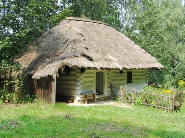Skansen Museum à Nowy Sącz: Une maison modeste de Pogorzanie. Photo de Swohmeck.