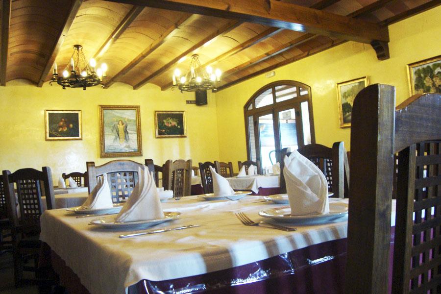 File:Salon-comedor-restaurante-chipiona-venta-aurelio.jpg ...
