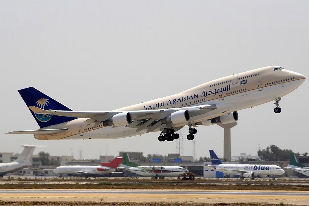 File:Saudi Arabian Airlines Boeing 747-412.jpg - Wikimedia Commons
