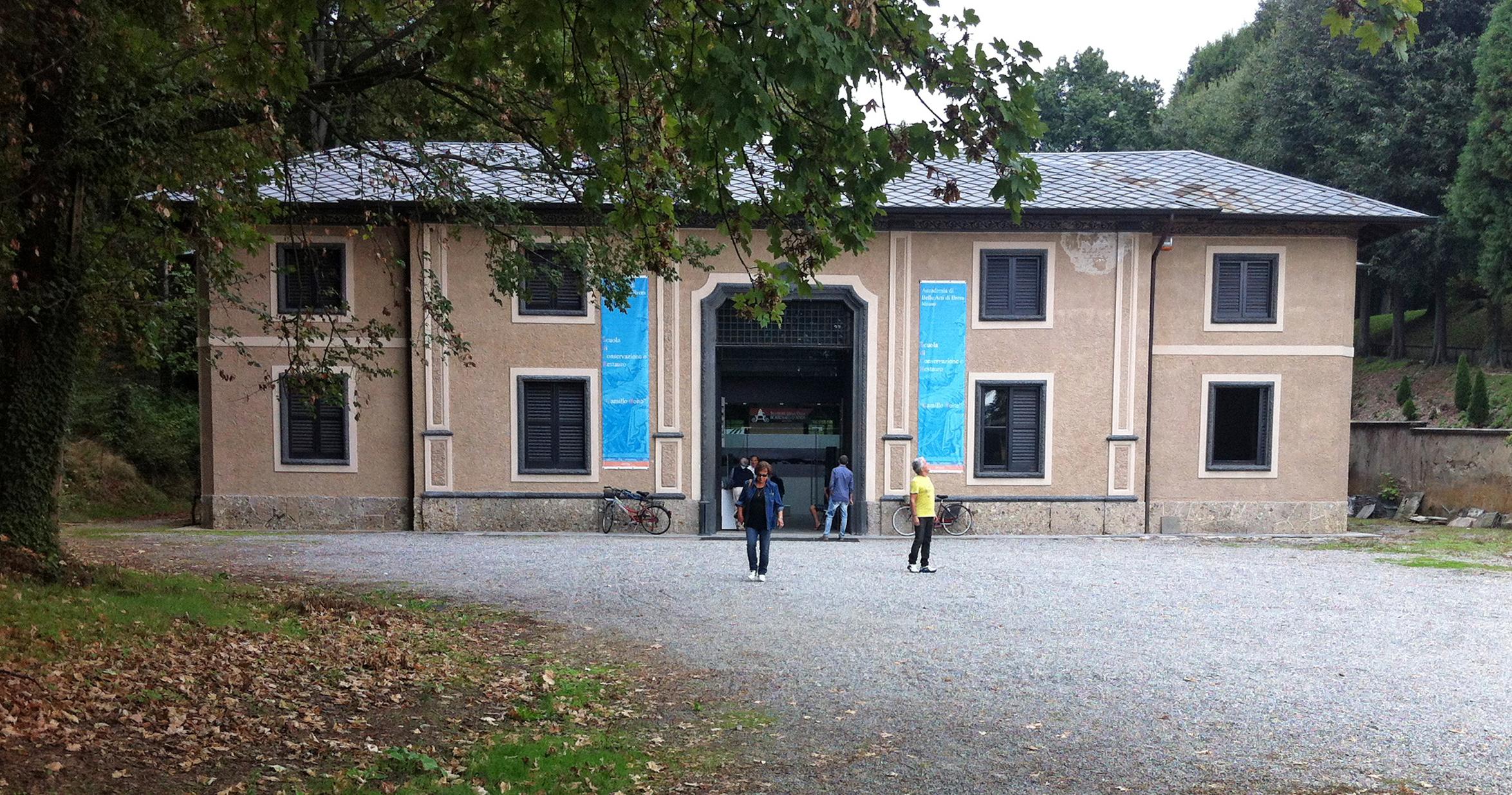File:scuderie villa borromeo.jpg wikipedia