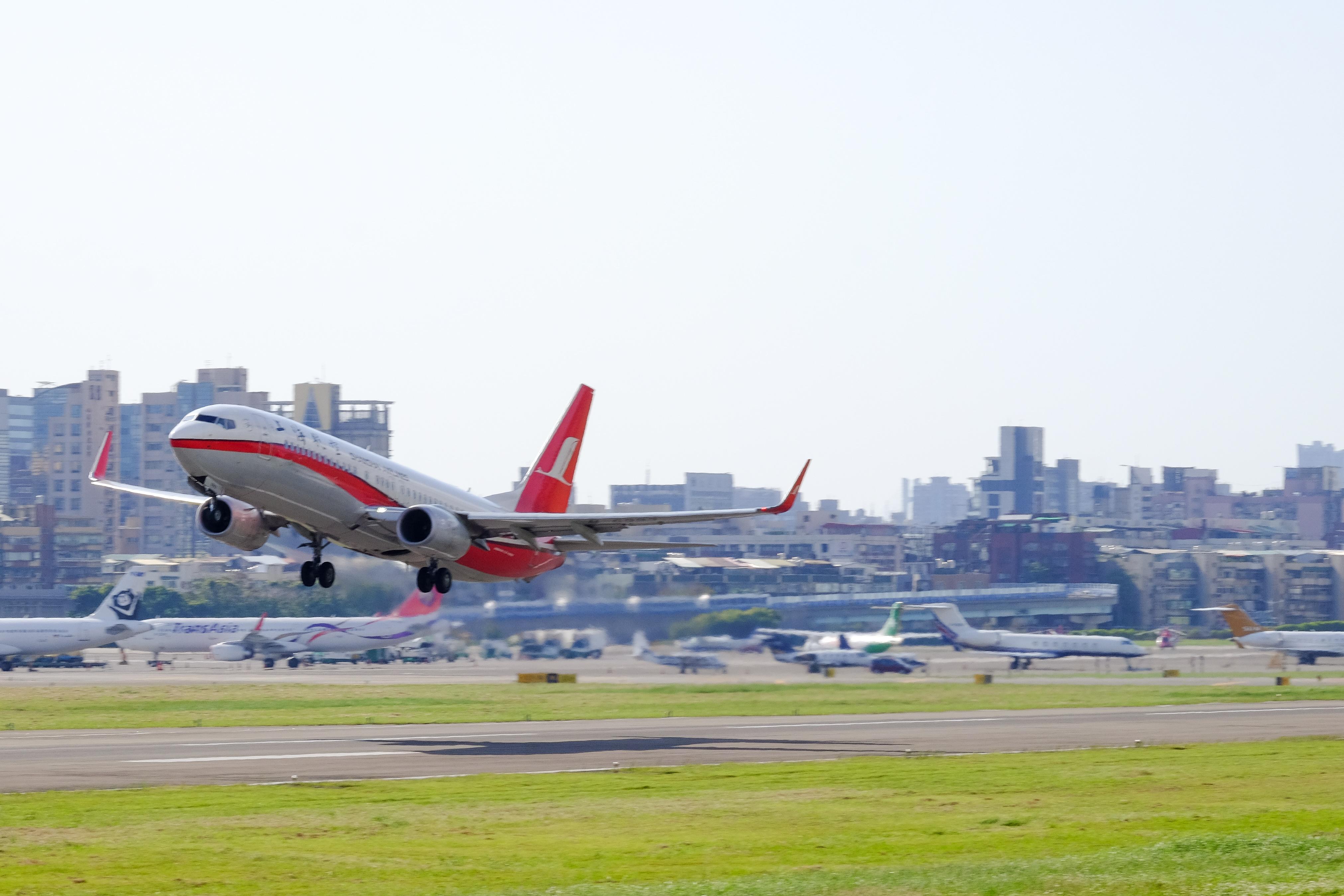 Resultado de imagen para shanghai airport airliners