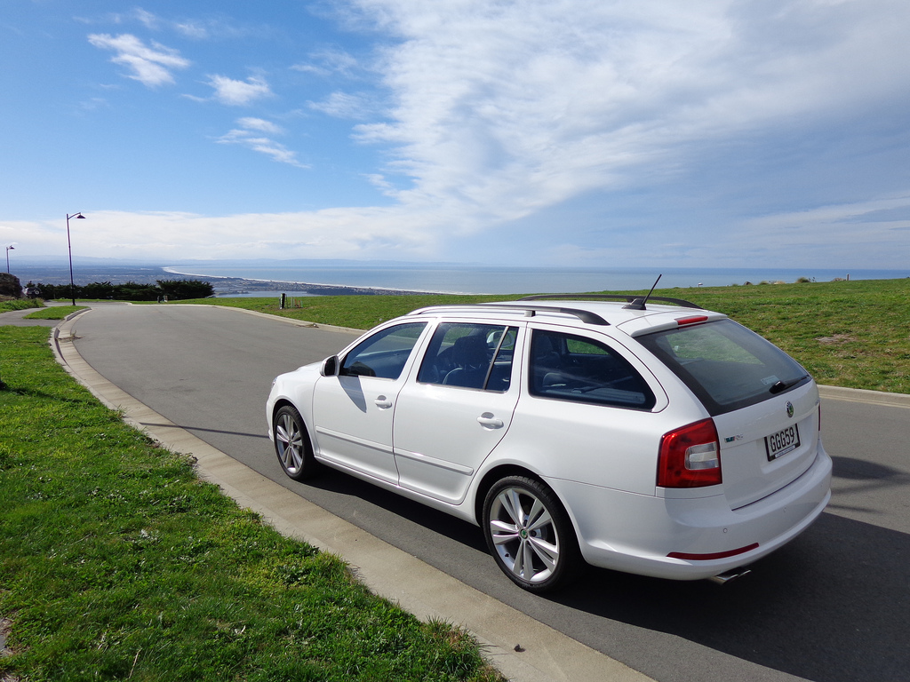Skoda octavia pictures posters news and videos on your for Garage skoda 92