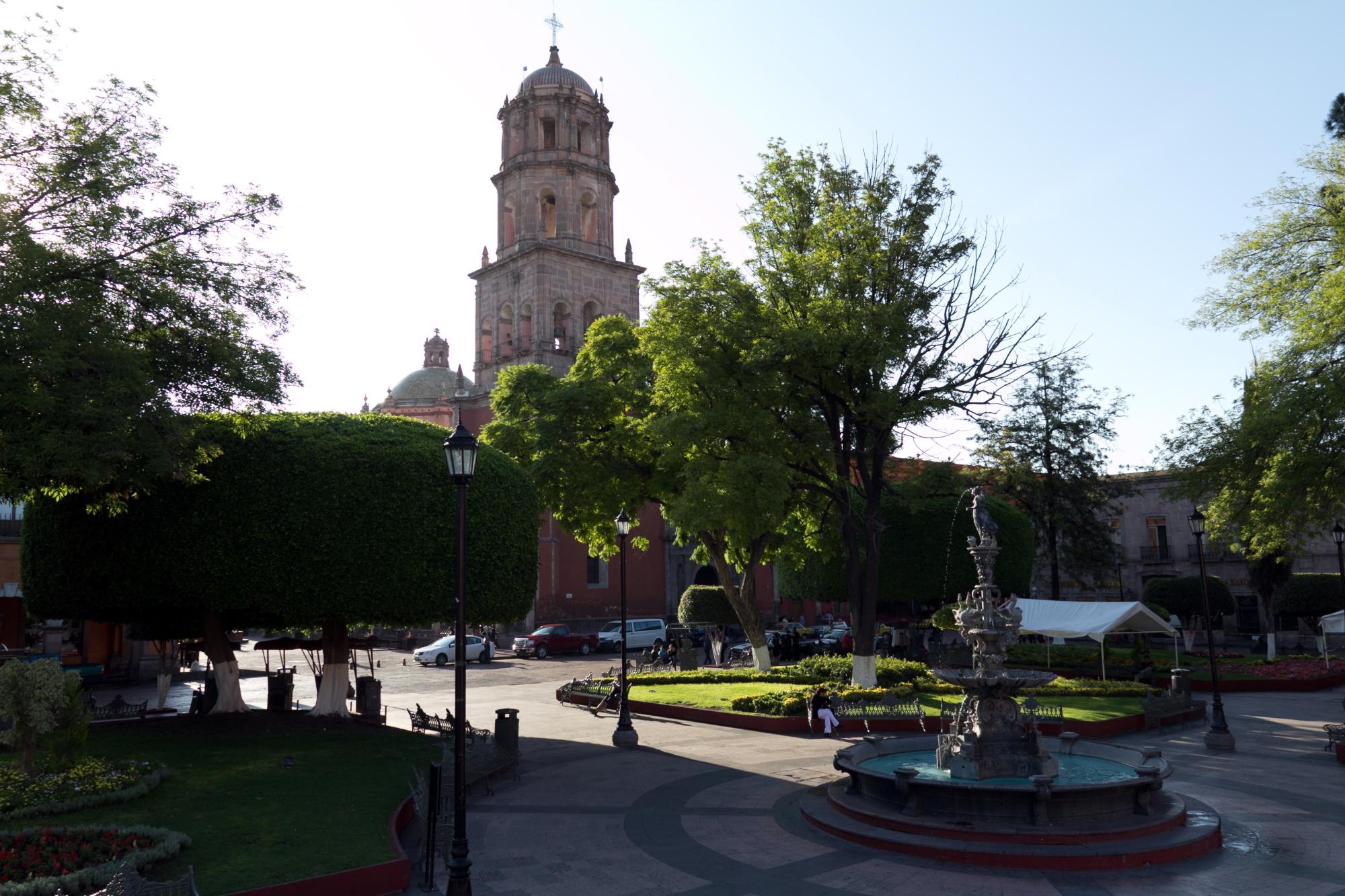 File templo de san francisco vista desde el jard n zenea for Jardin guerrero queretaro