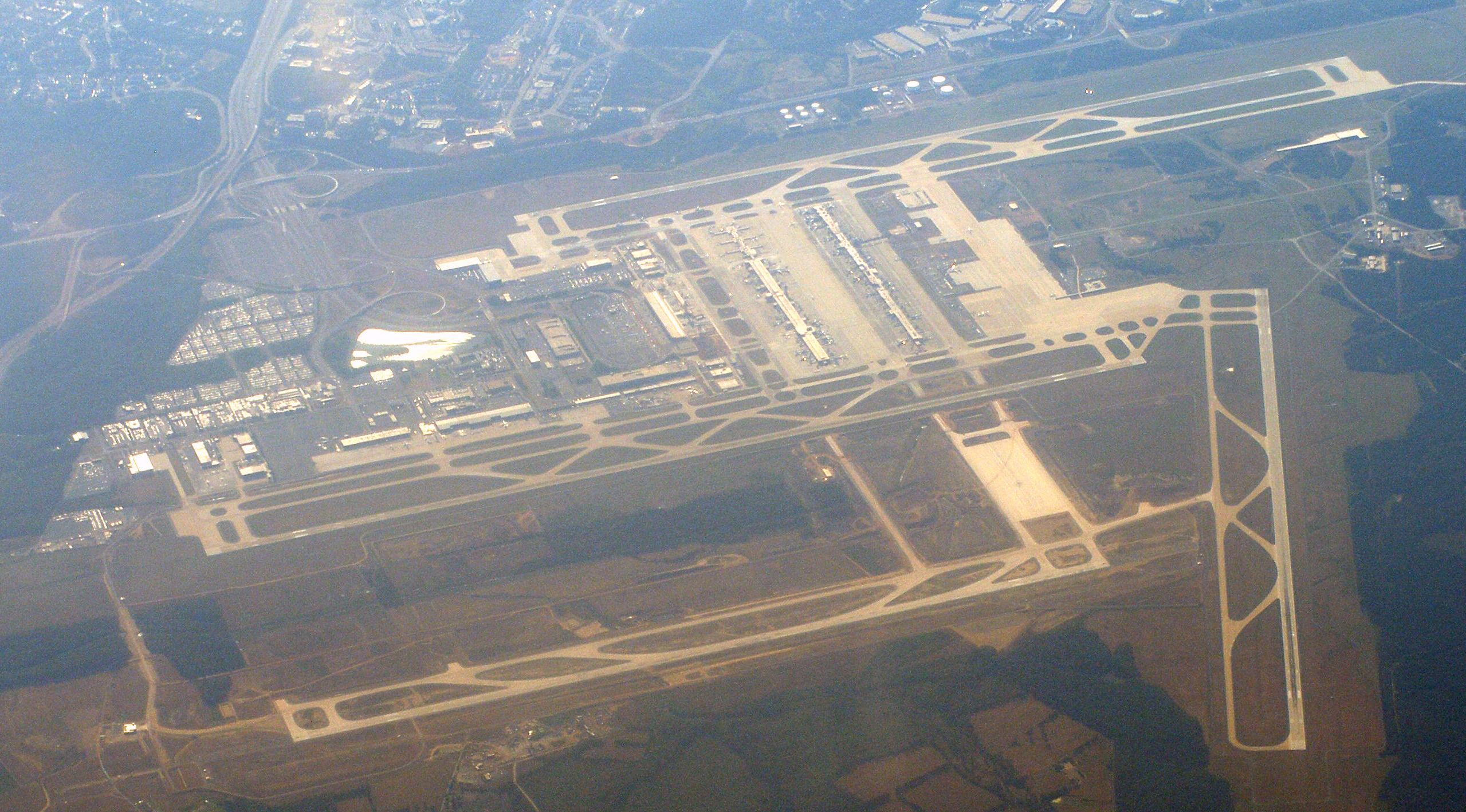 Tour du monde en liner View_of_IAD_from_airplane_a