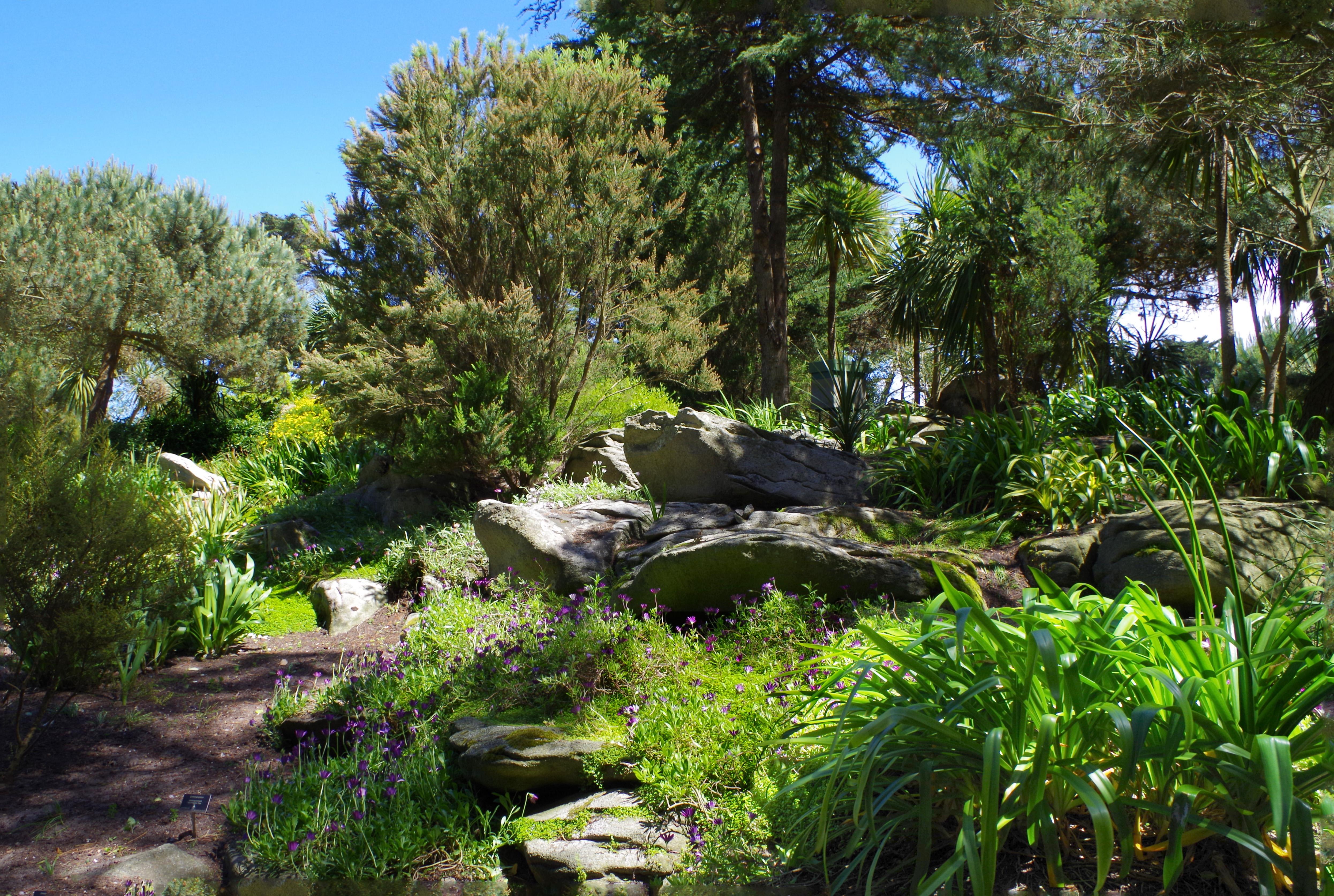 File vue du jardin georges wikimedia commons for Jardin georges delaselle