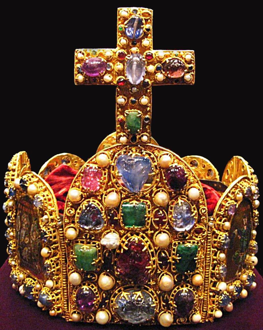 Die Reichskrone des Heiligen Römischen Reiches (Sacrum Romanum Imperium). Das Herrschaftsgebiet erhält im späten 15.Jahrhundert den Zusatz Deutscher Nation (Nationis Germanicæ).