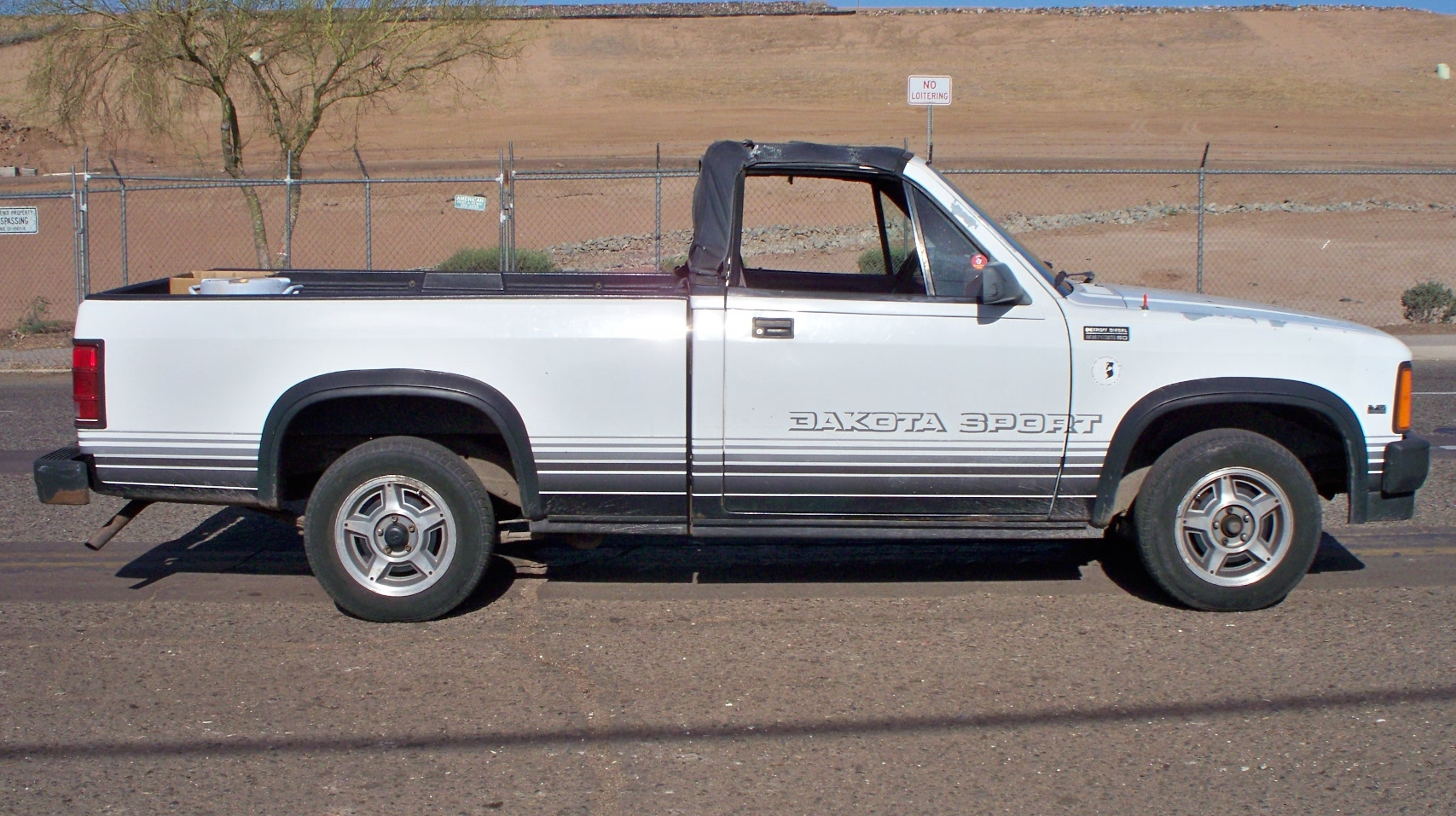 File:1989 Dodge Dakota right side view.jpg