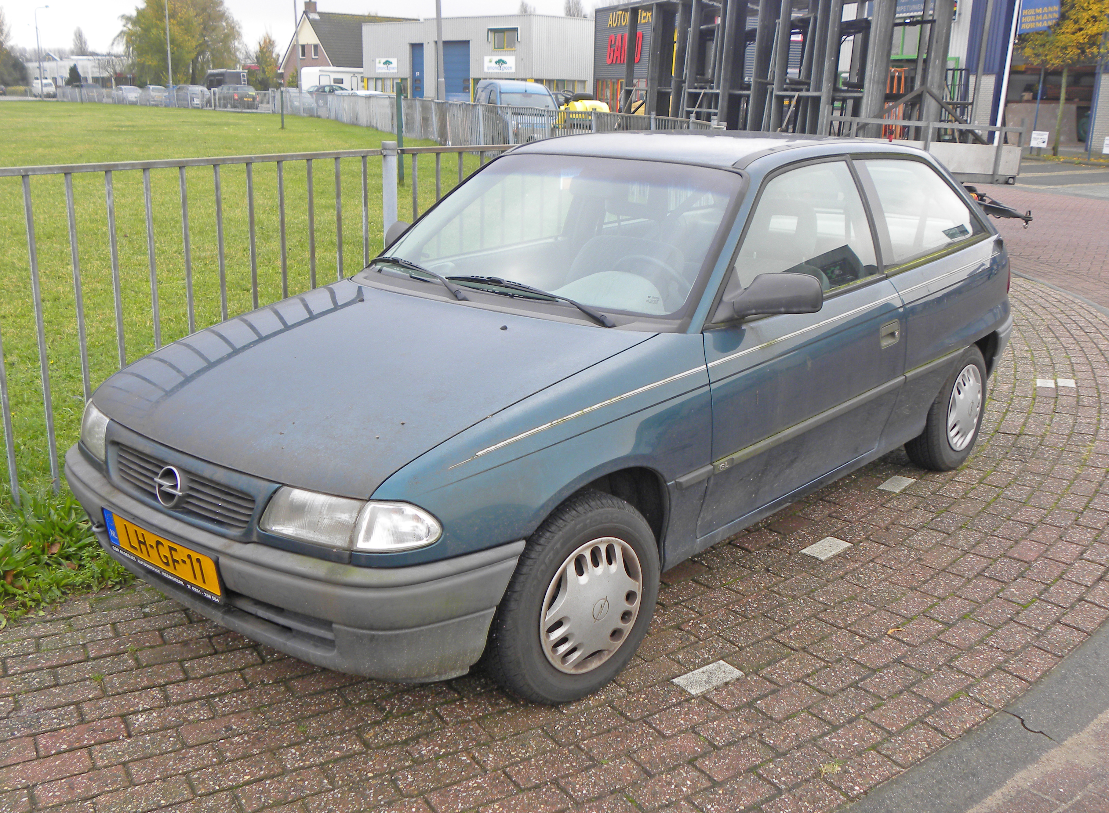 1995_Opel_Astra_Tailgate_1.6_Automatic_%288181995610%29.jpg