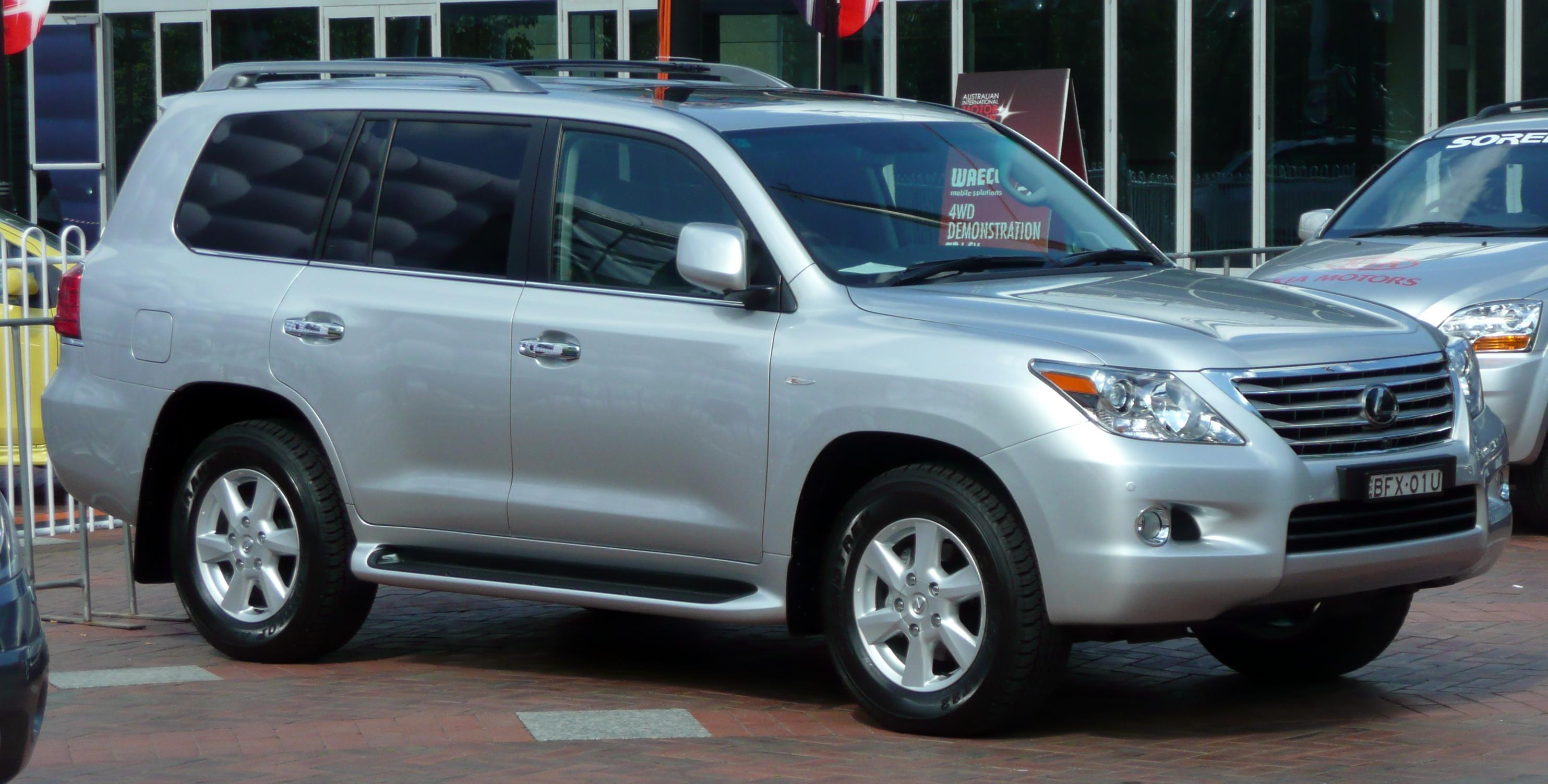https://upload.wikimedia.org/wikipedia/commons/e/ea/2008_Lexus_LX_570_%28URJ201R%29_Prestige_wagon_04.jpg