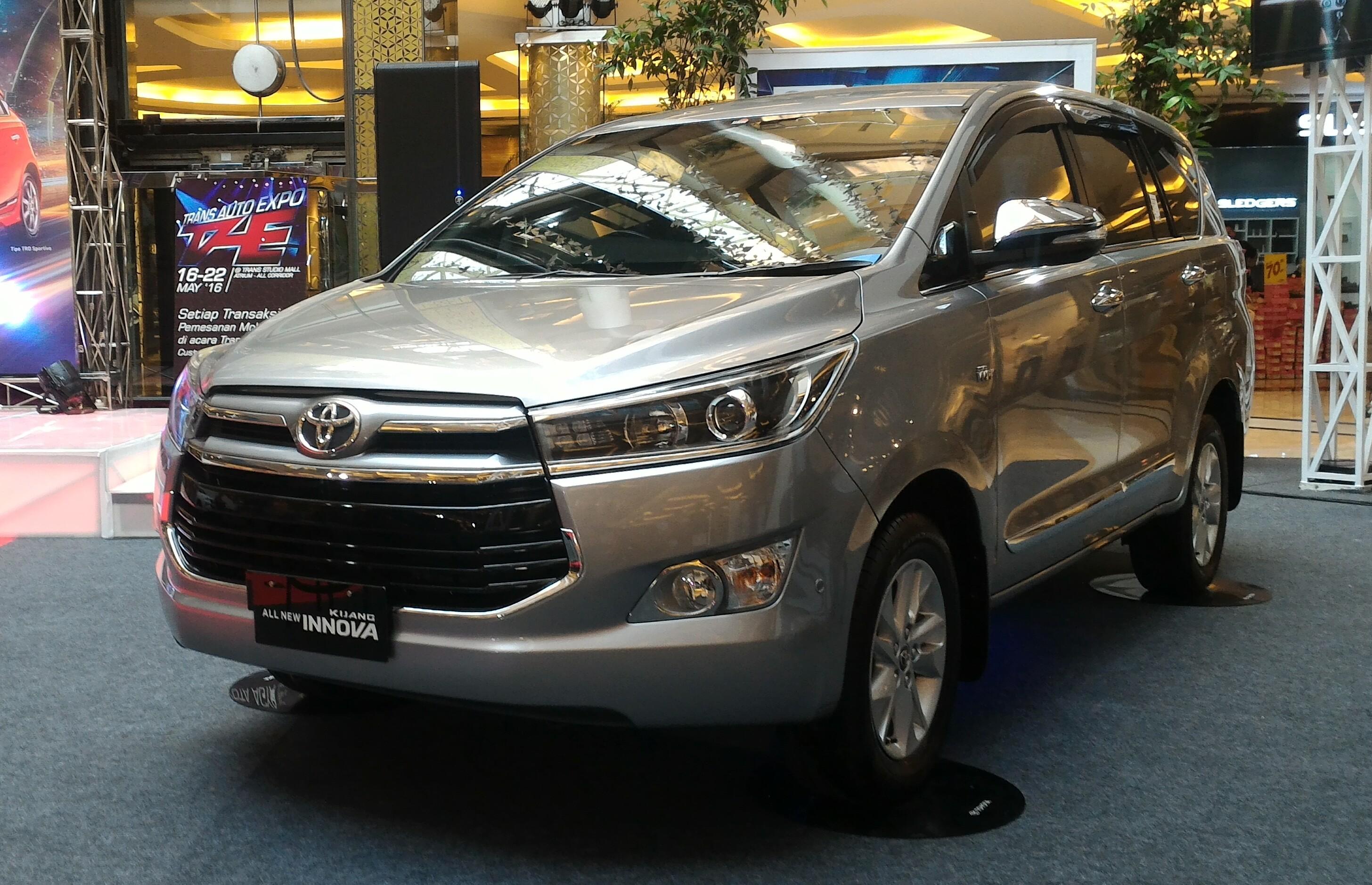File:2016 Toyota Kijang Innova 2.0 Q (TGN140R) 2016-05-18