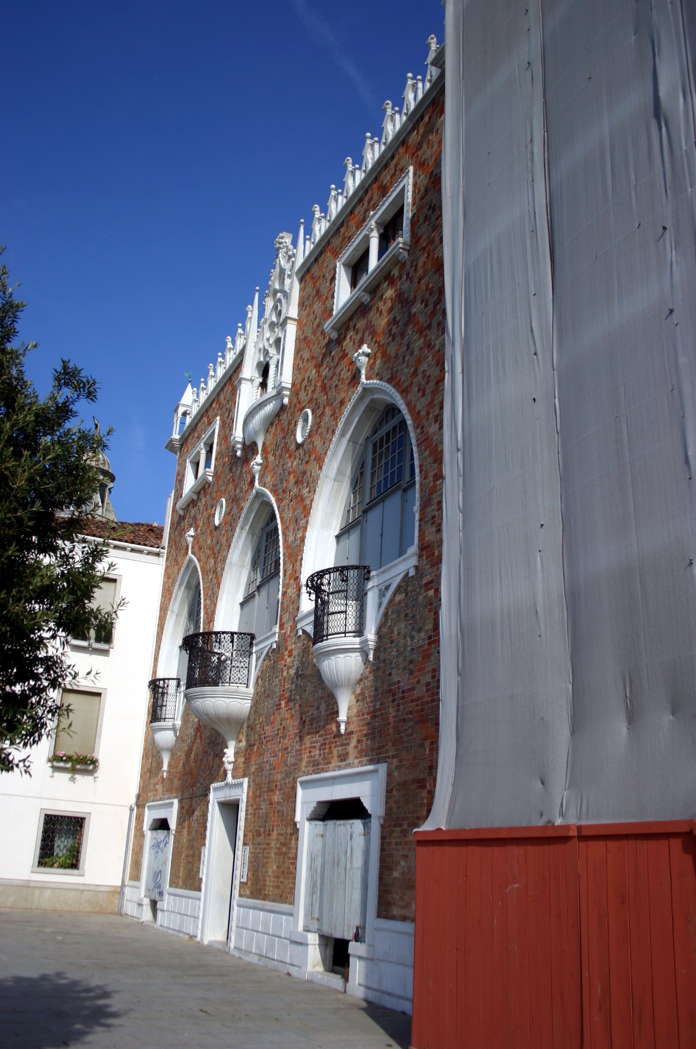 File 5812 venezia giudecca mario de maria casa dei for Casa revival gotica