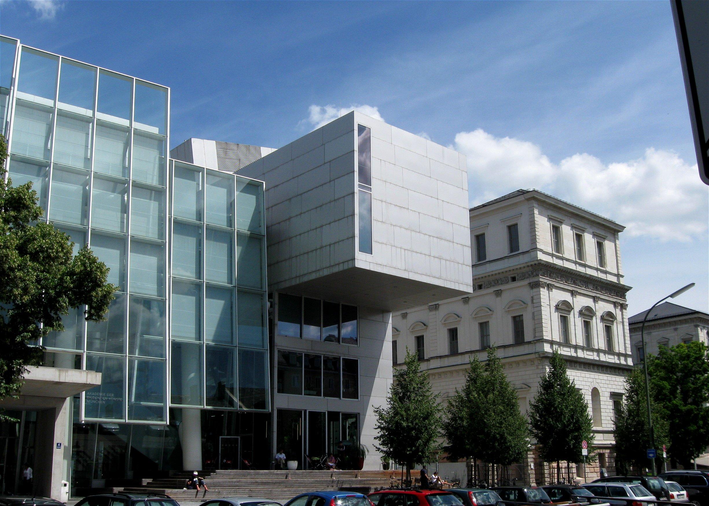http://upload.wikimedia.org/wikipedia/commons/e/ea/Akademie_der_Bildenden_Kuenste_Muenchen-16.jpg
