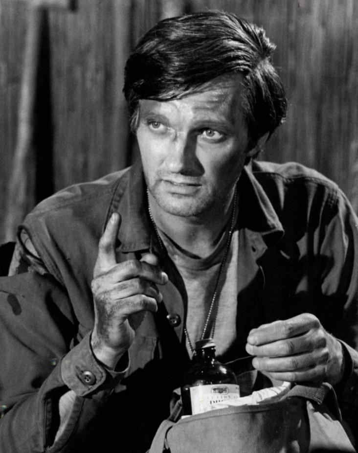 Description alan alda hawkeye mash jpg
