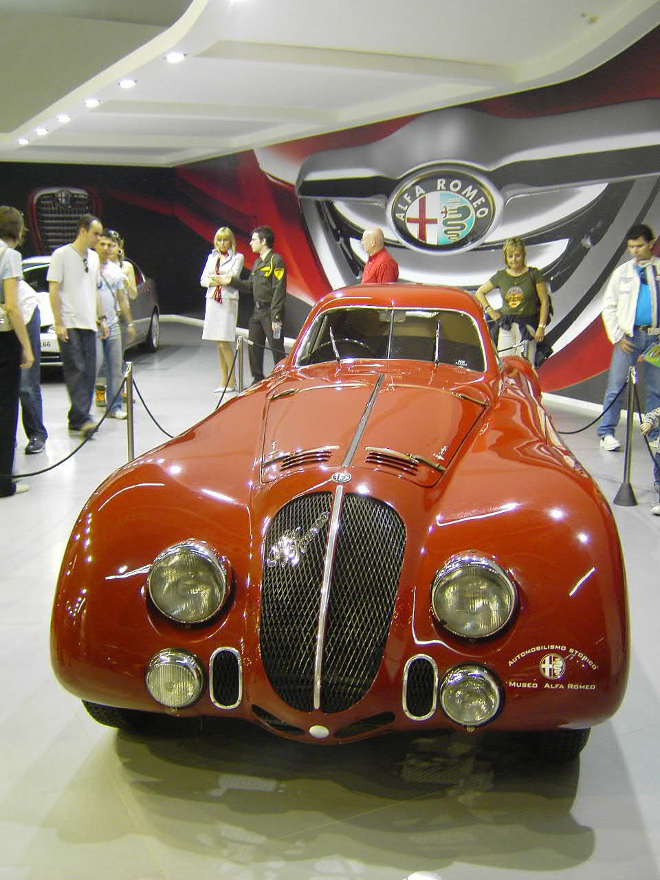 http://upload.wikimedia.org/wikipedia/commons/e/ea/Alfa_Romeo_8C_2900B_Lemans.jpg
