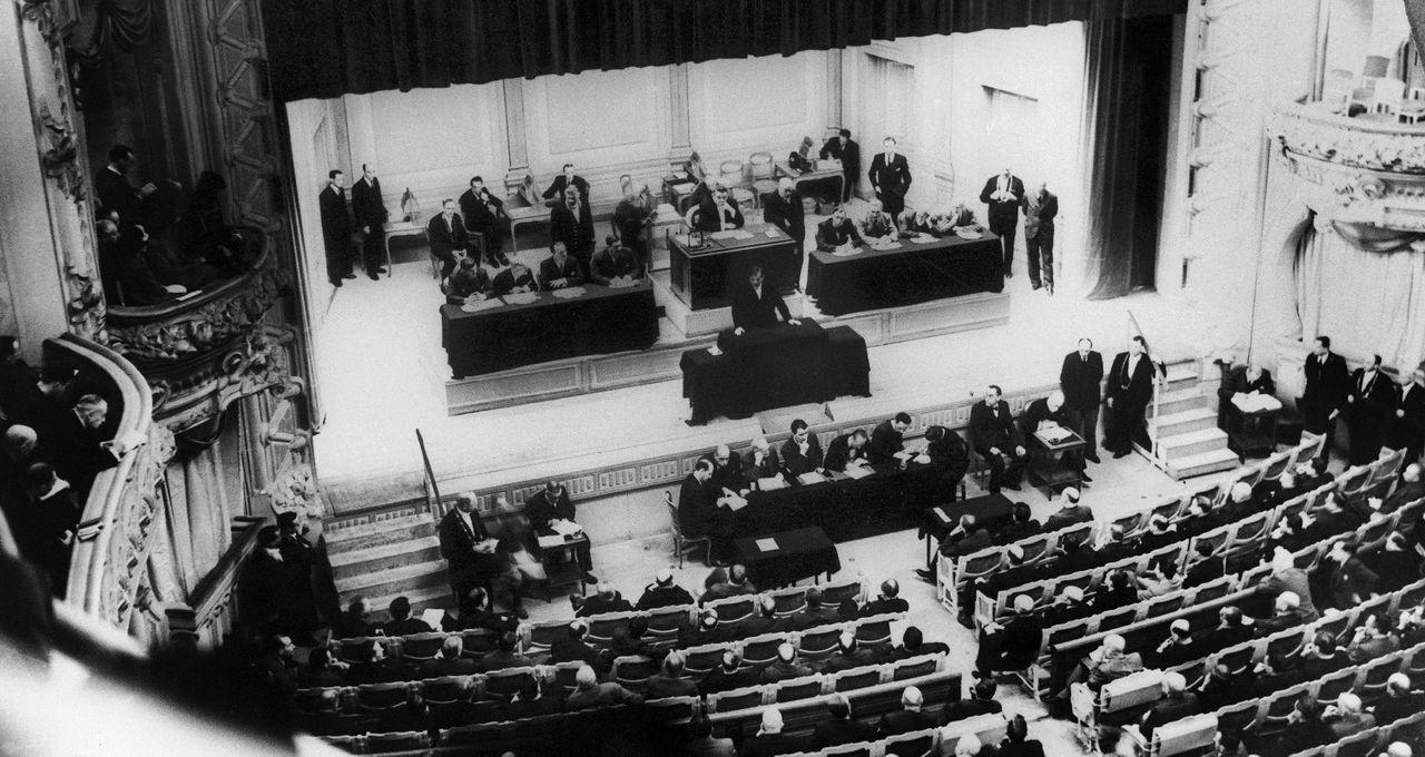 Image illustrative de l'article Vote des pleins pouvoirs constituants à Philippe Pétain