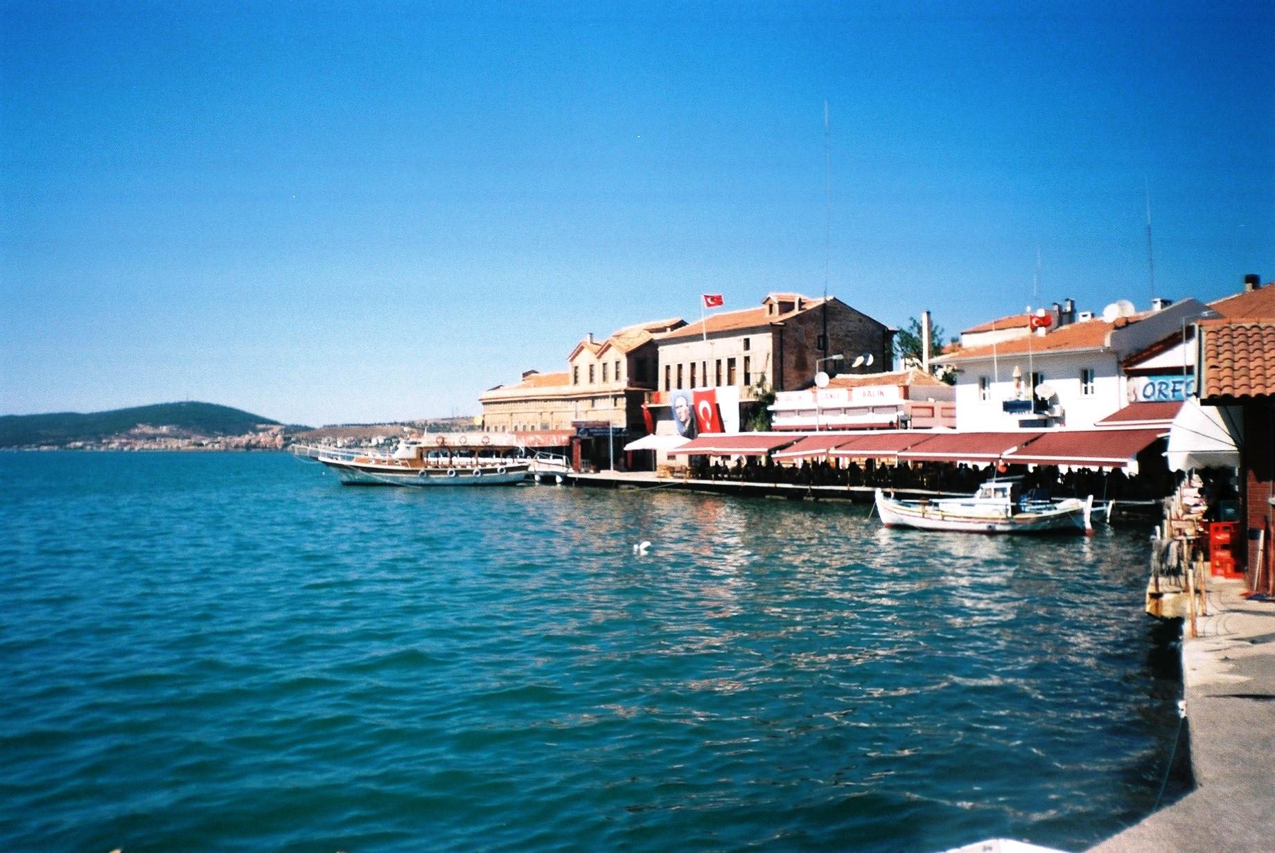 File:Ayvalik seafront.jpg - Wikipedia